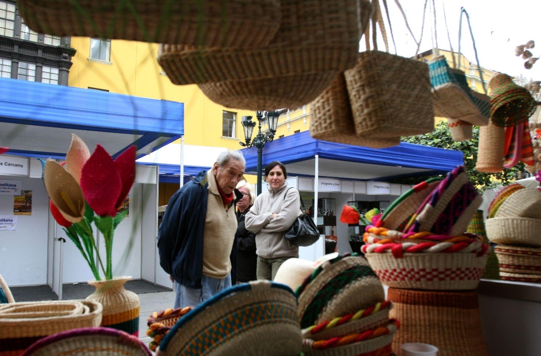 Con el junco, los artesanos de Végueta elaboran una diversidad de productos utilitarios.