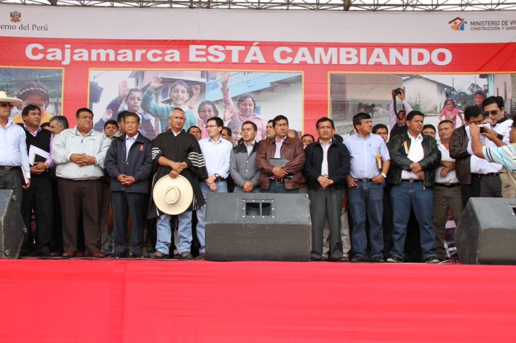 Ministro de Vivienda, René Cornejo, se reunió con alcaldes provinciales y distritales de Cajamarca.