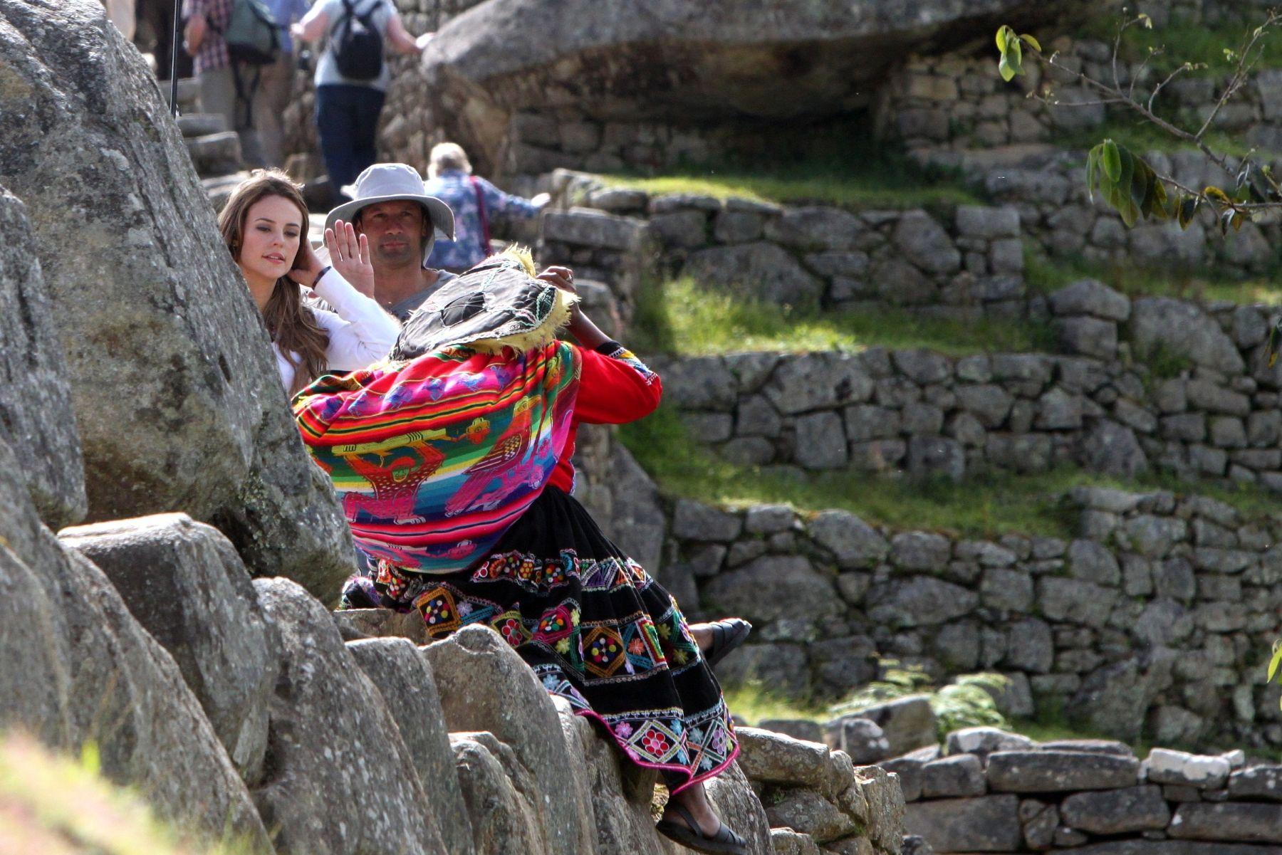 Los actores aprovecharon los momentos de descanso para departir con lugareños y turistas.