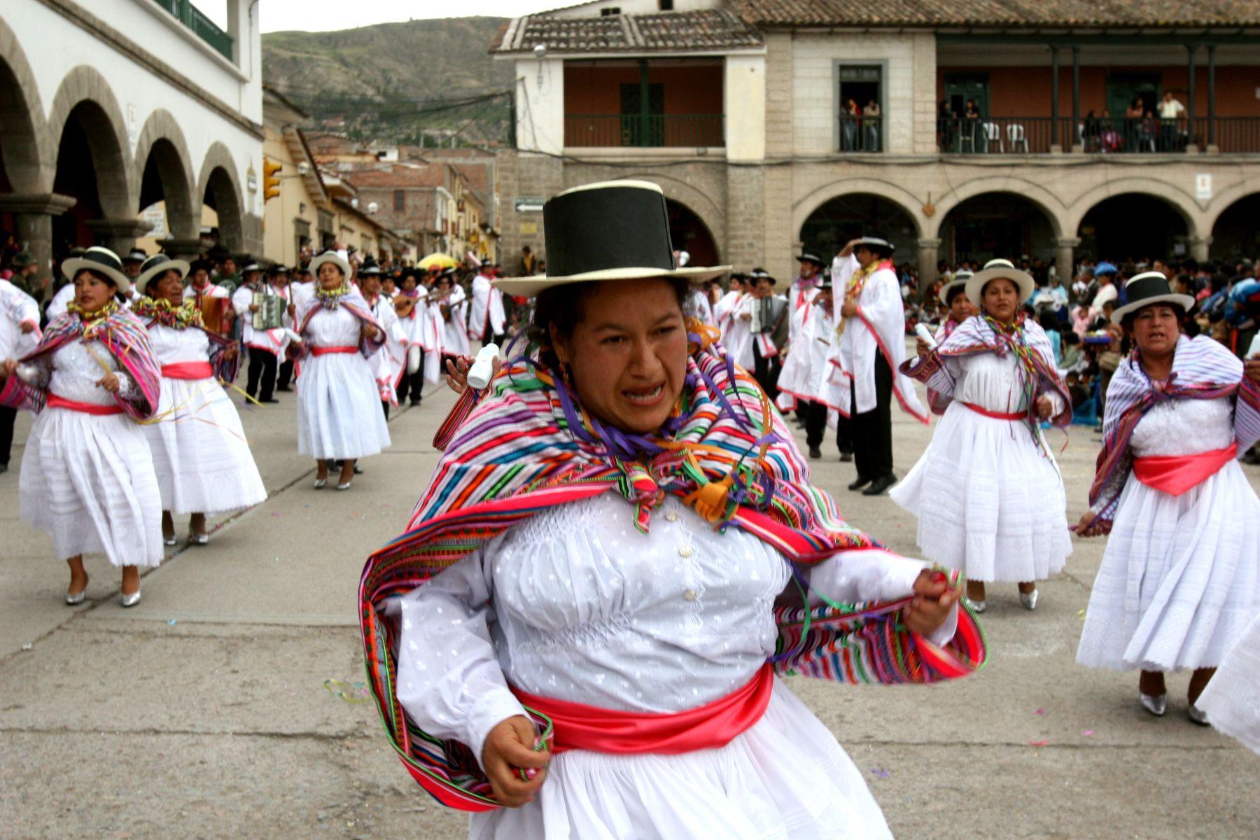 Con Concurso De Marinera Ayacuchana Huamanga Inició 1a8f3ee462f