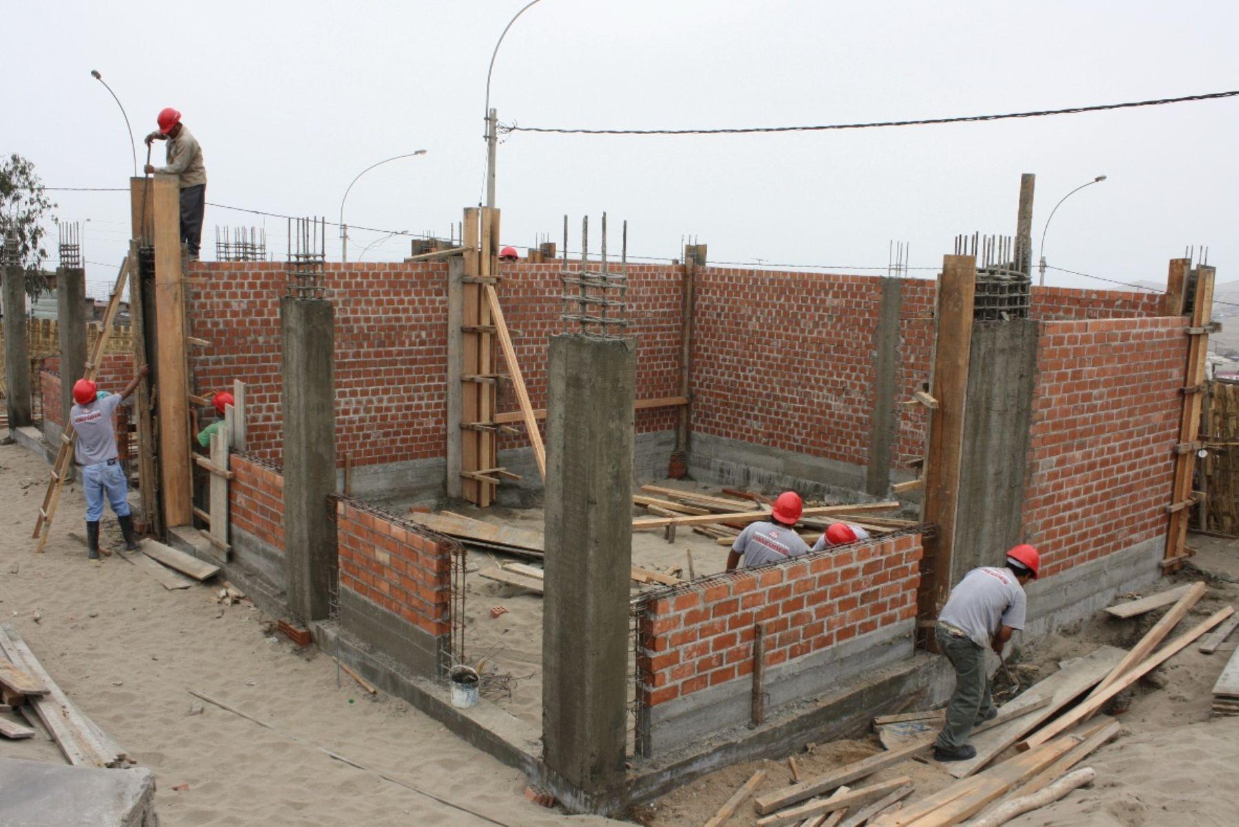 Las obras buscan mejorar la infraestructura educativa en los colegios del interior del país.