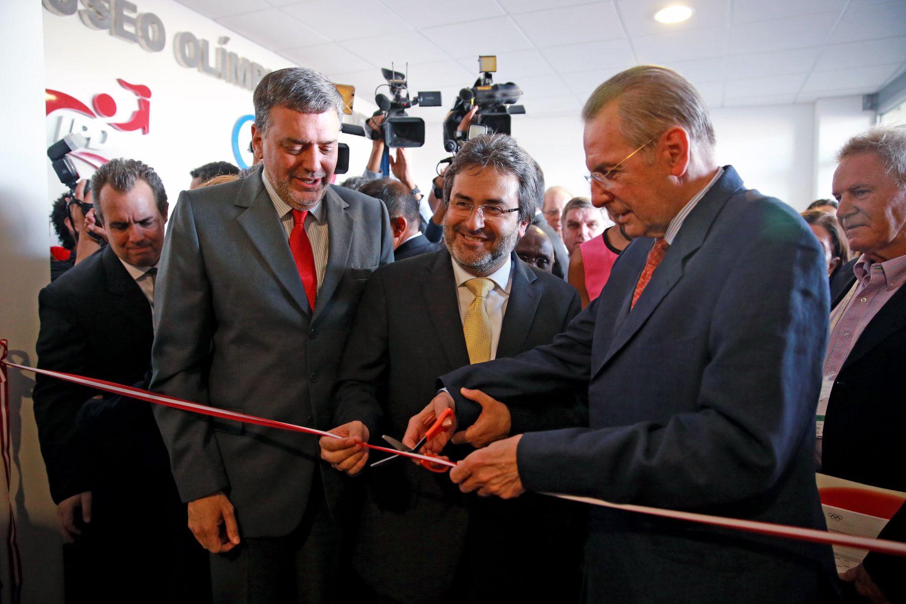 Peruvian Prime Minister Juan Jimenez and IOC President Jacques Rogge attend ribbon cutting ceremony of Olympic Museum of Peruvian Sport. Photo: ANDINA/Carlos Lezama