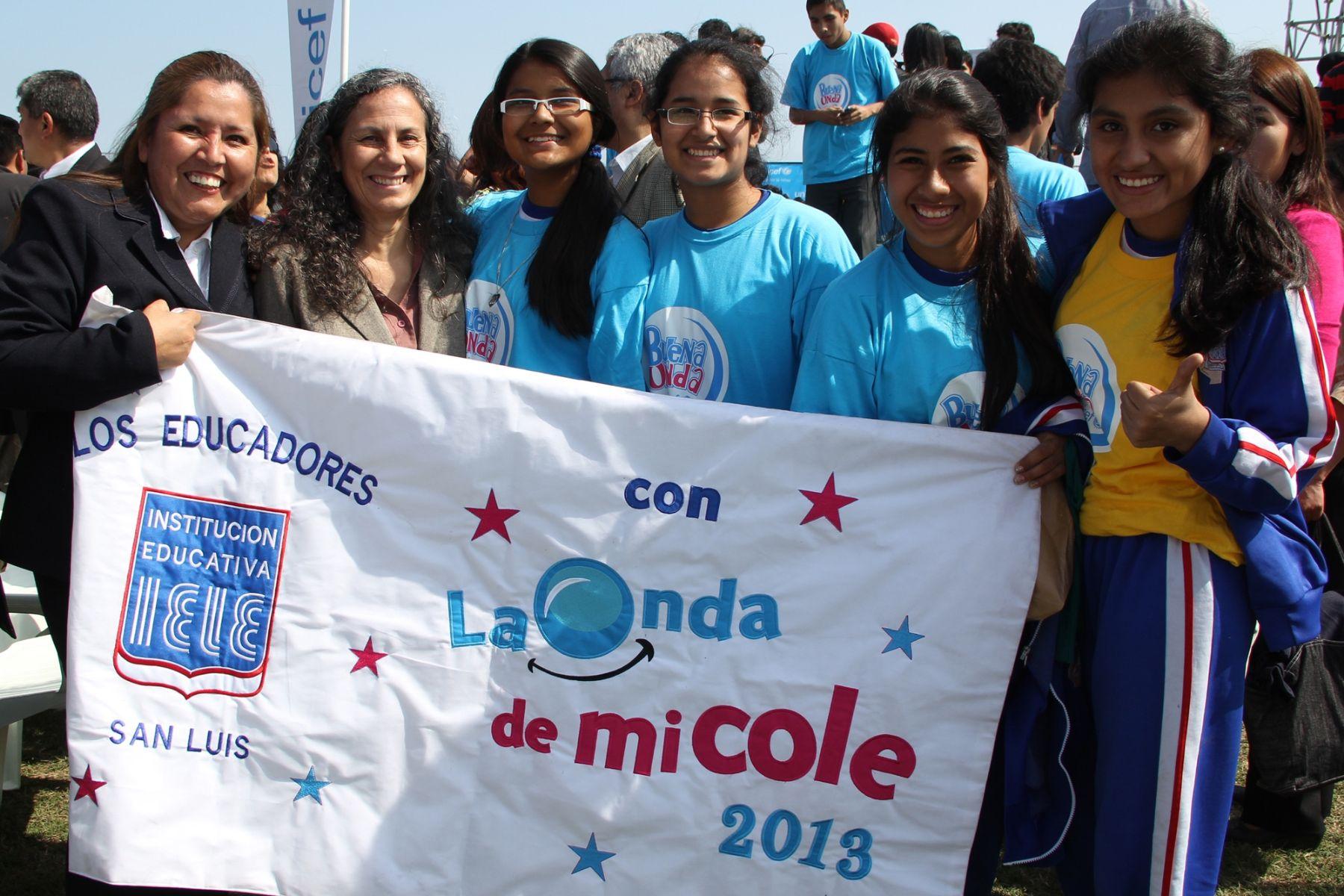 Ministra de Educación, Patricia Salas, participa en lanzamiento de campaña Buena Onda 2013 de Unicef.