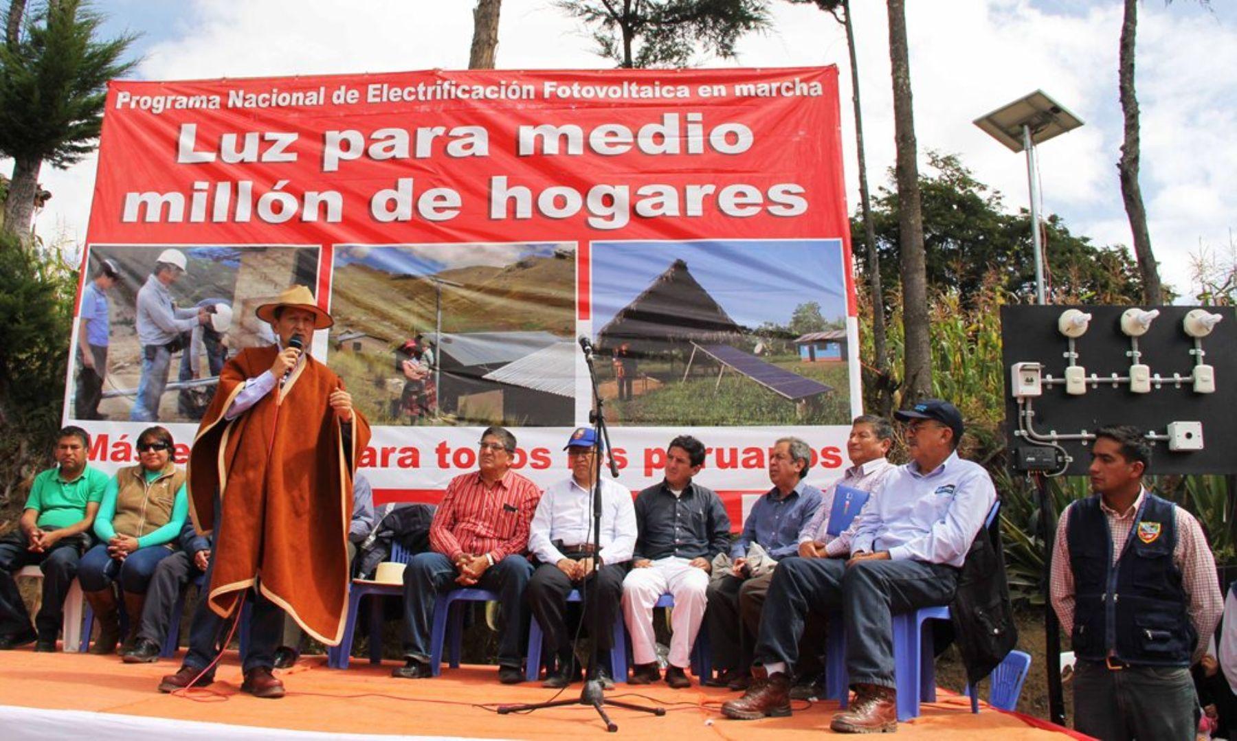 Contumazá (Cajamarca).- Ministro de Energía y Minas, Jorge Merino, entregó paneles solares en comunidades de Cajamarca.
