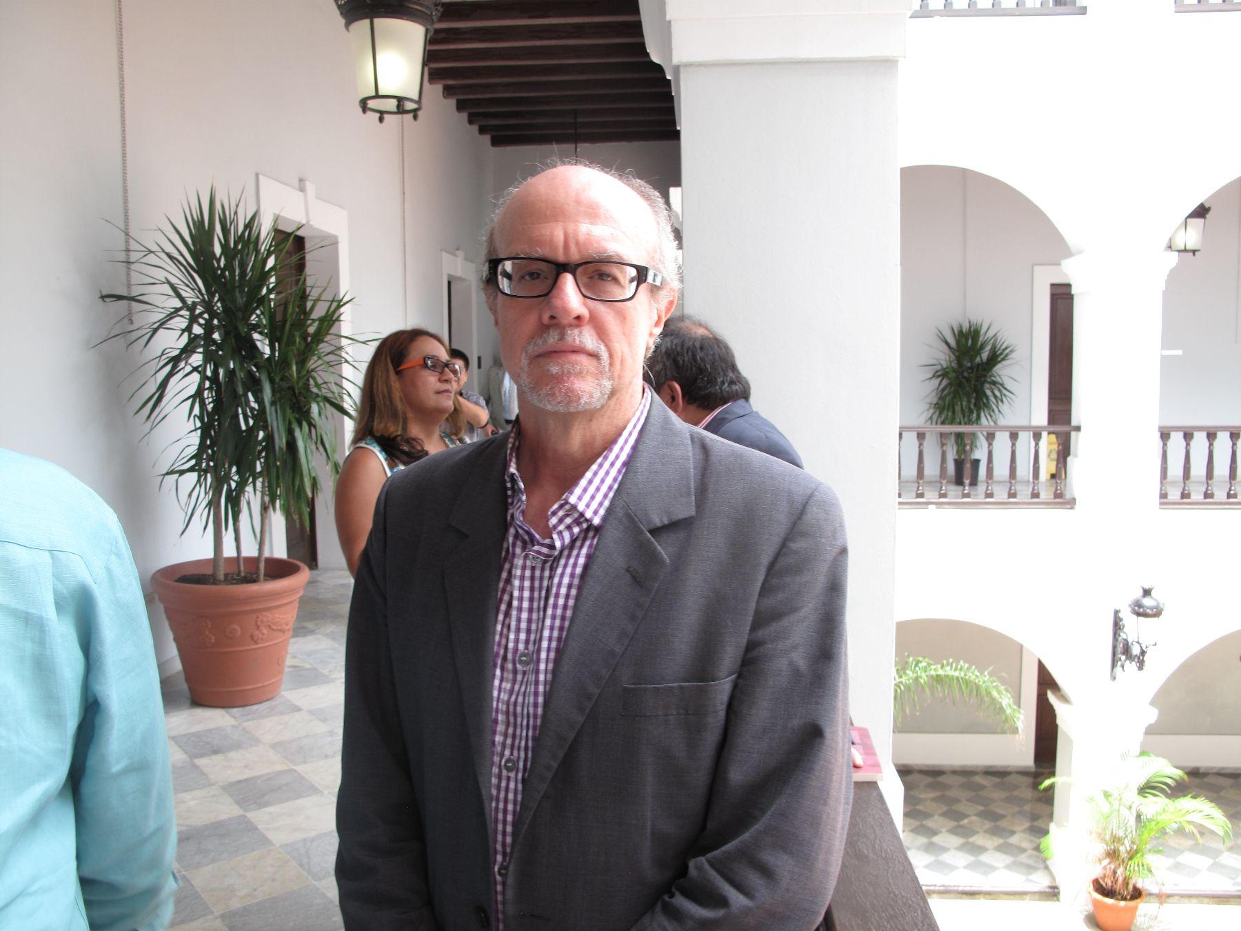 Héctor Feliciano, periodista puertorriqueño que participará en la Feria del Libro de Lima.