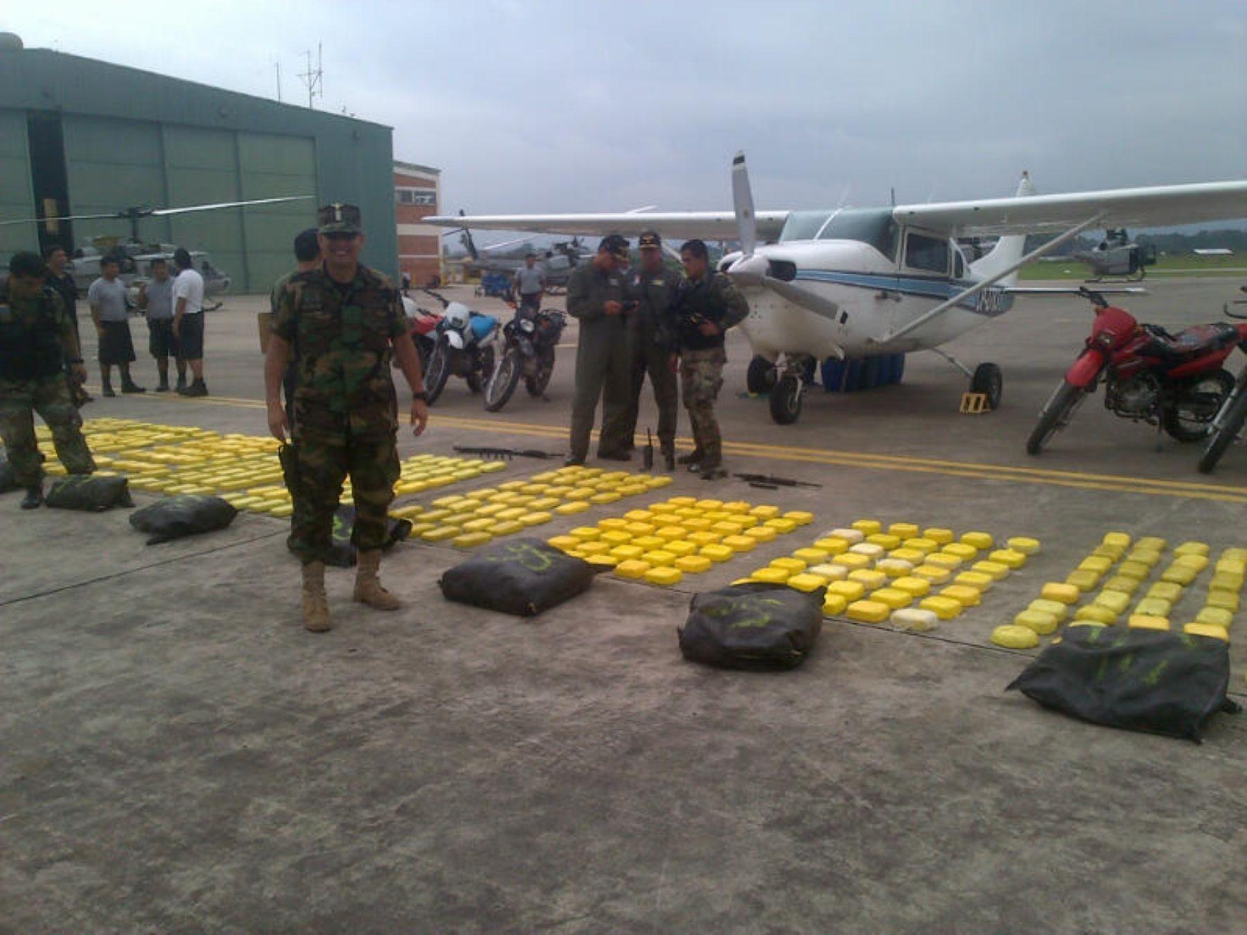 Policía interviene avioneta con droga en Oxapampa