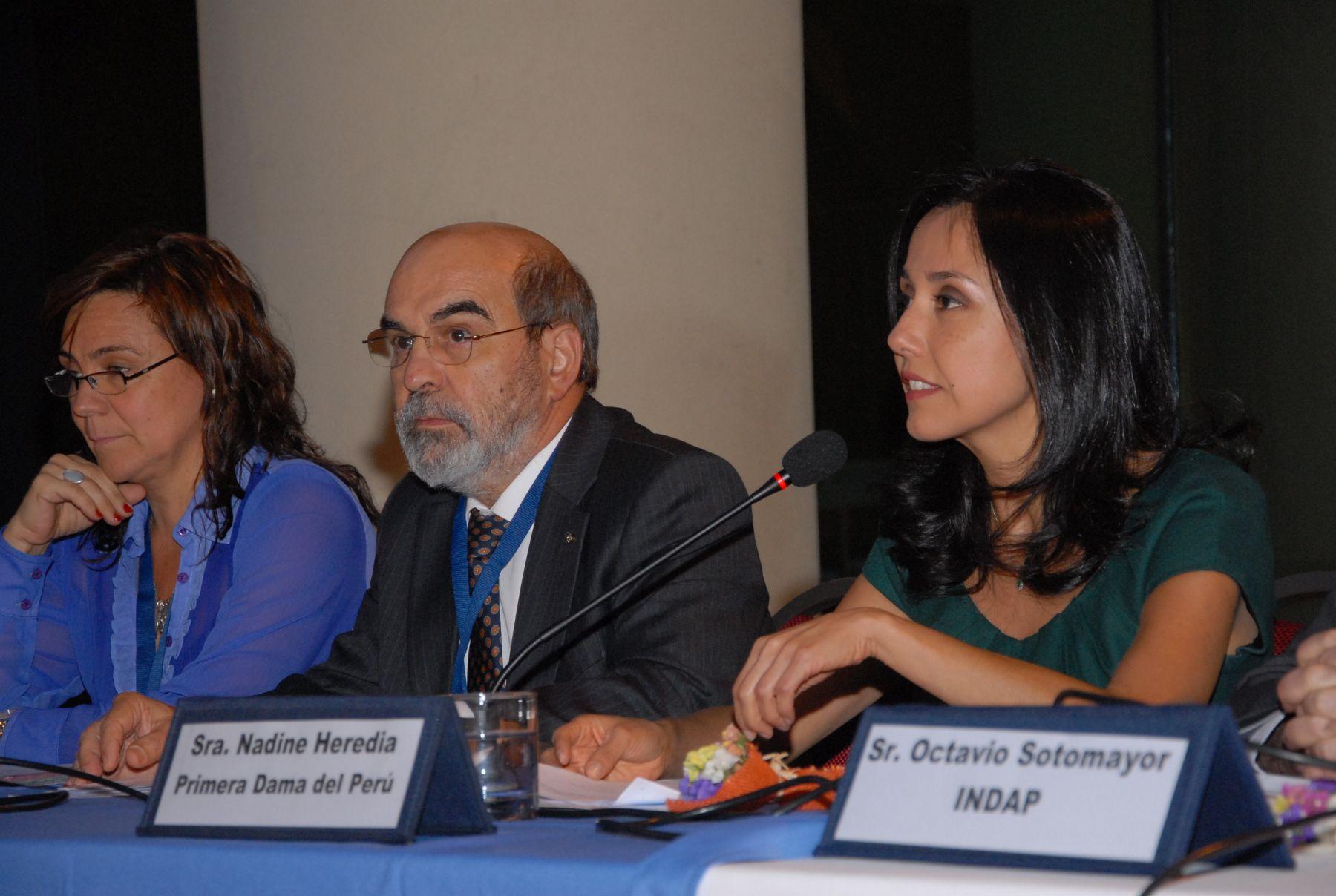 Primera Dama de Perú, Nadine Heredia,  participa en un panel paralelo a 33 Conferencia Regional de la FAO para América Latina y el Caribe, que se desarrolla en Chile. FAO/Difusión. ANDINA/Difusión