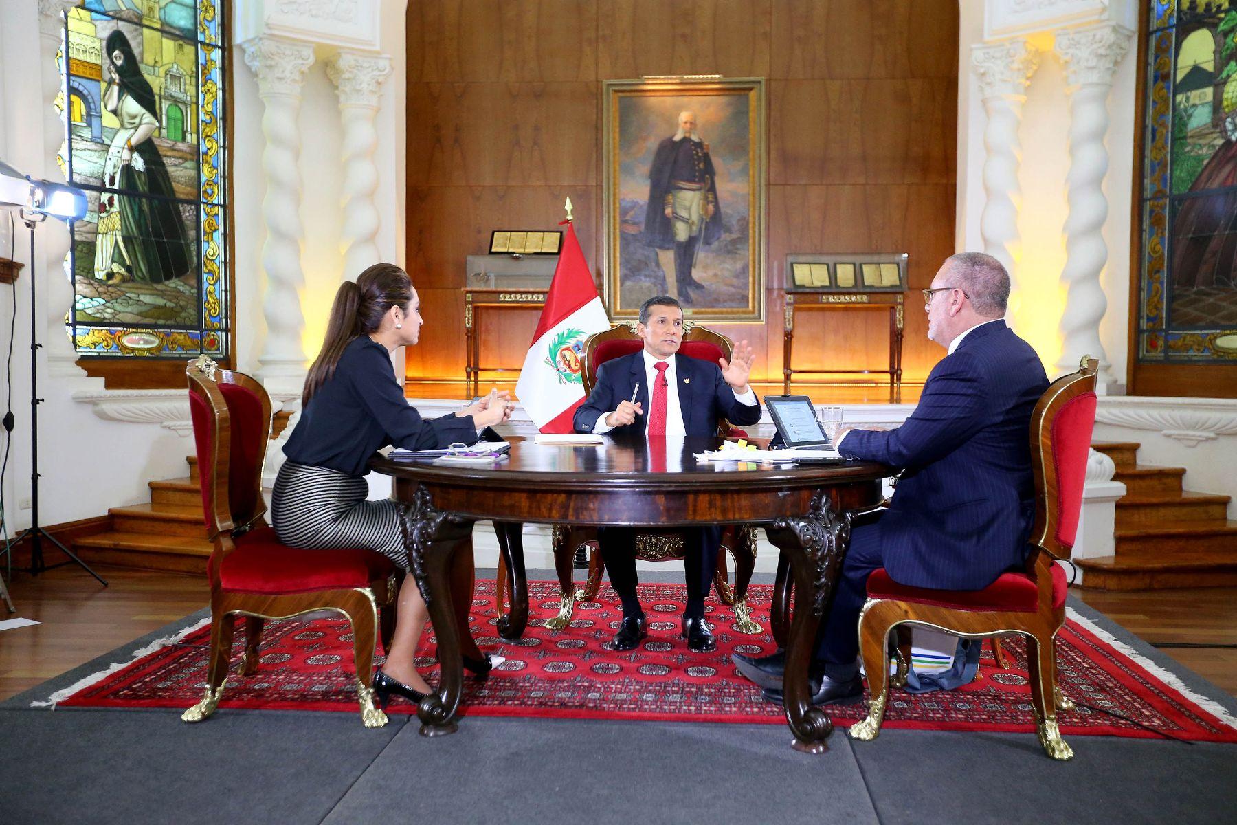 Entrevista concedida por el presidente Ollanta Humala a los periodistas Rossana Cueva y Augusto Álvarez Rodrich.