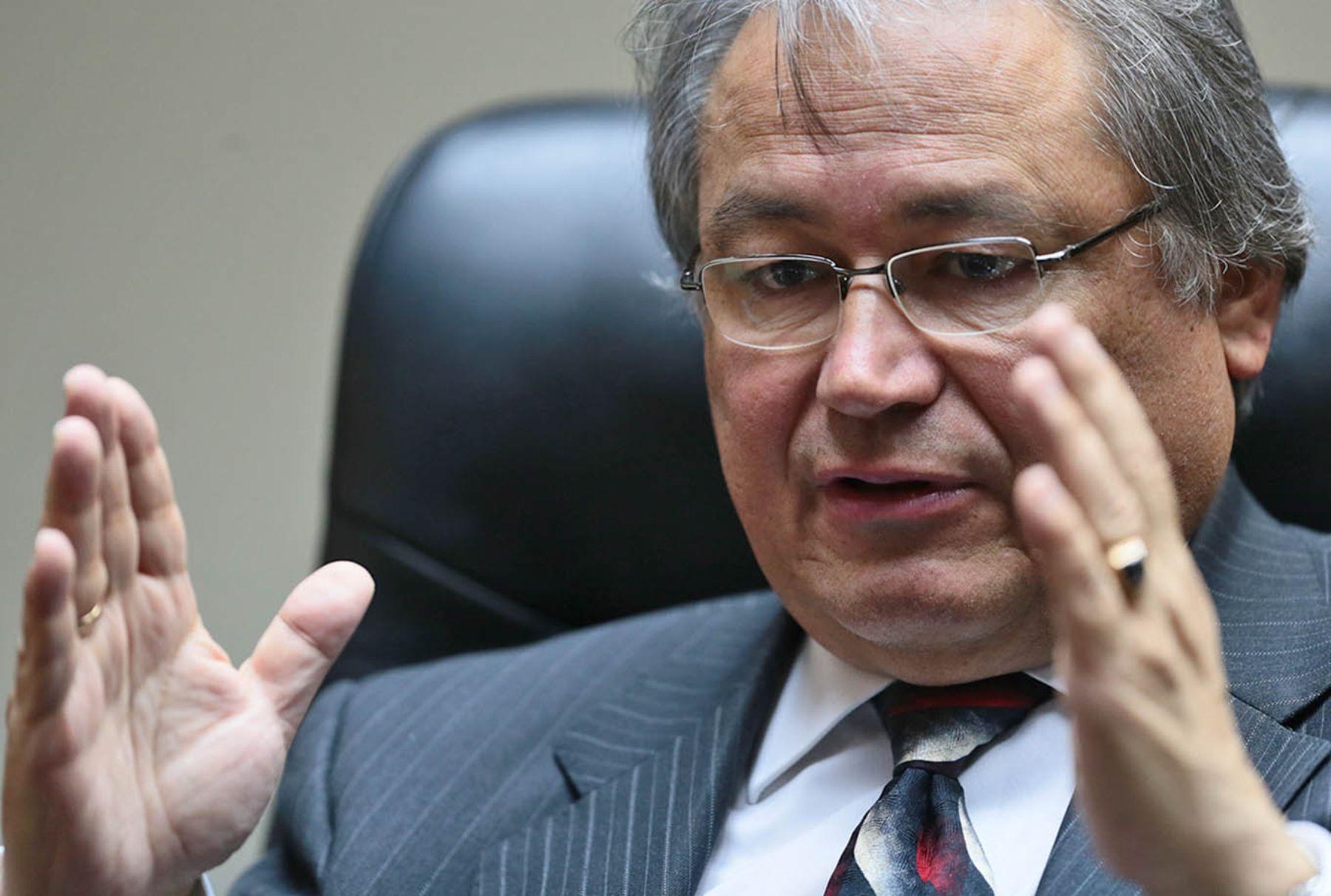 Alb n nuevo ministro del interior tiene el reto culminar for Nuevo ministro del interior