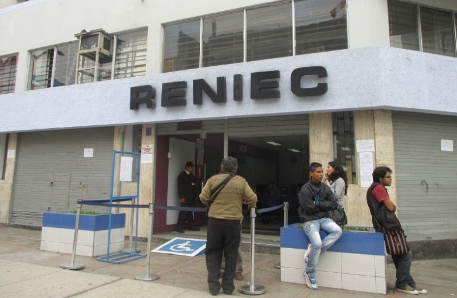 Reniec retira a presuntos electores golondrinos de for Oficina registro madrid