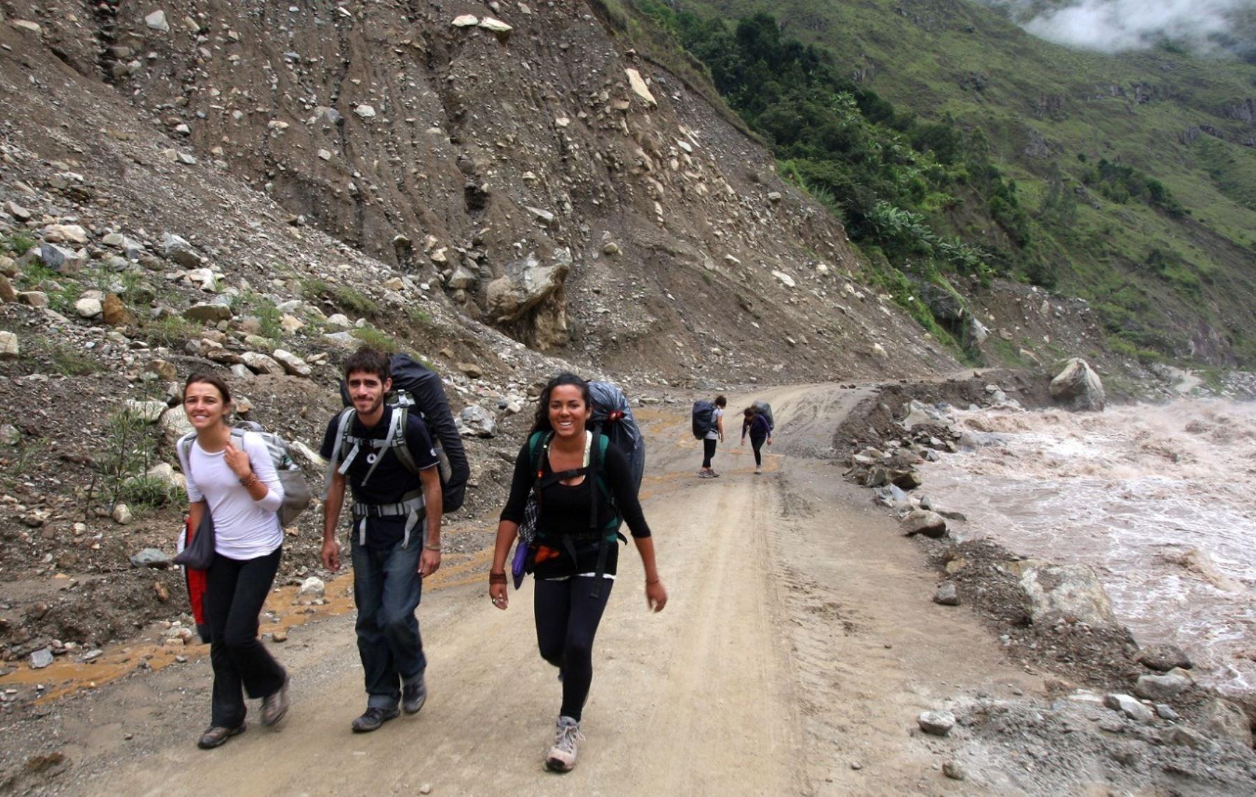 Los turistas que visitan Machu Picchu utilizando la vía alterna de Santa Teresa accederán a información turística.
