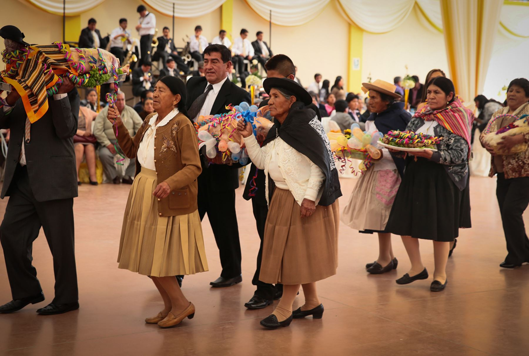Matrimonio Huancayo : Pricey gifts given during traditional weddings in huancayo