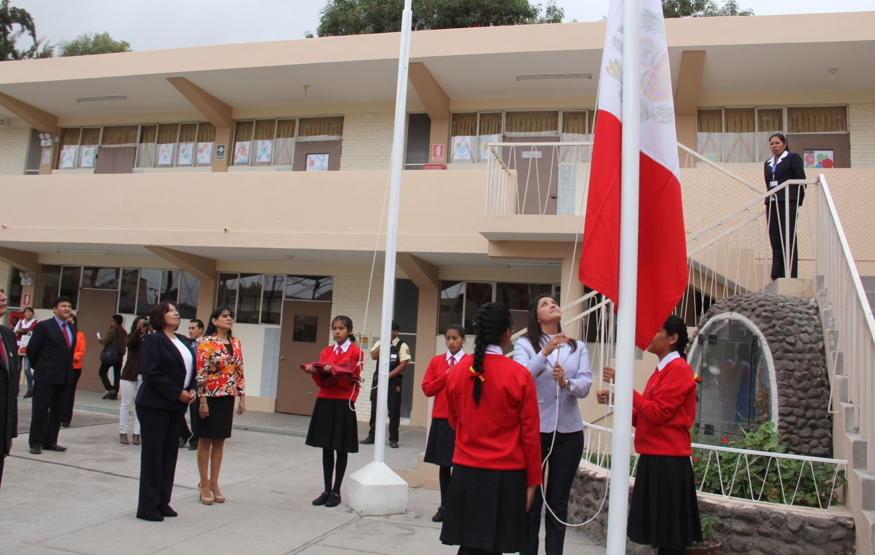 Minedu convoca a concurso para plazas en coar de todo el for Concurso plazas docentes