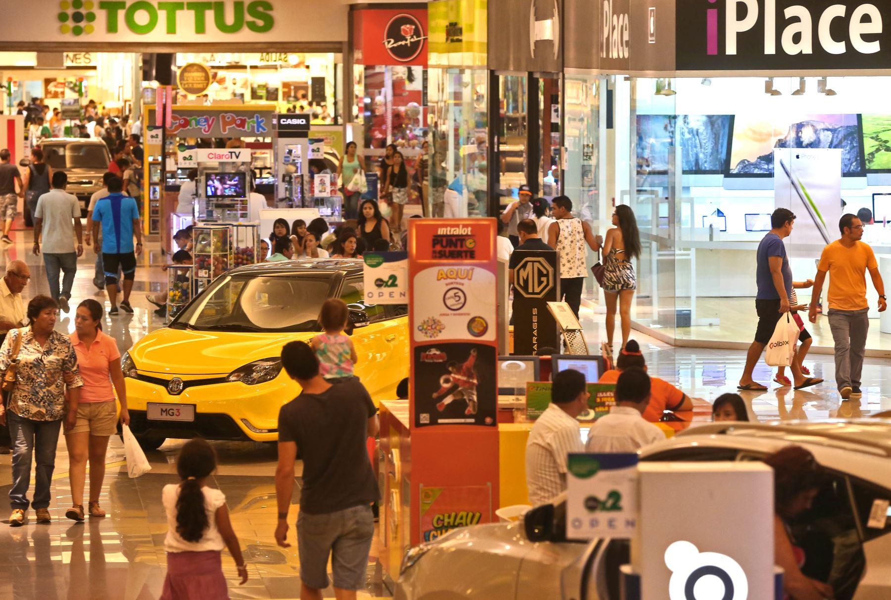 Compras en centros comerciales. ANDINA/Oscar Farje
