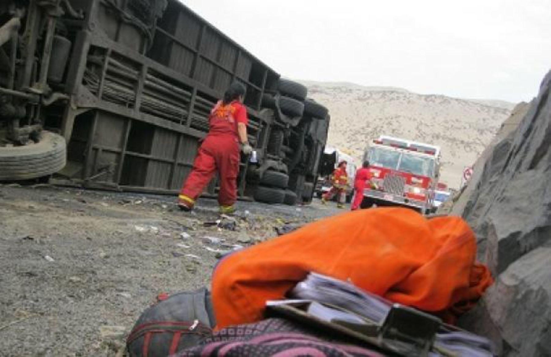 Despiste de bus interprovincial deja 7 muertos y 22 heridos — Arequipa