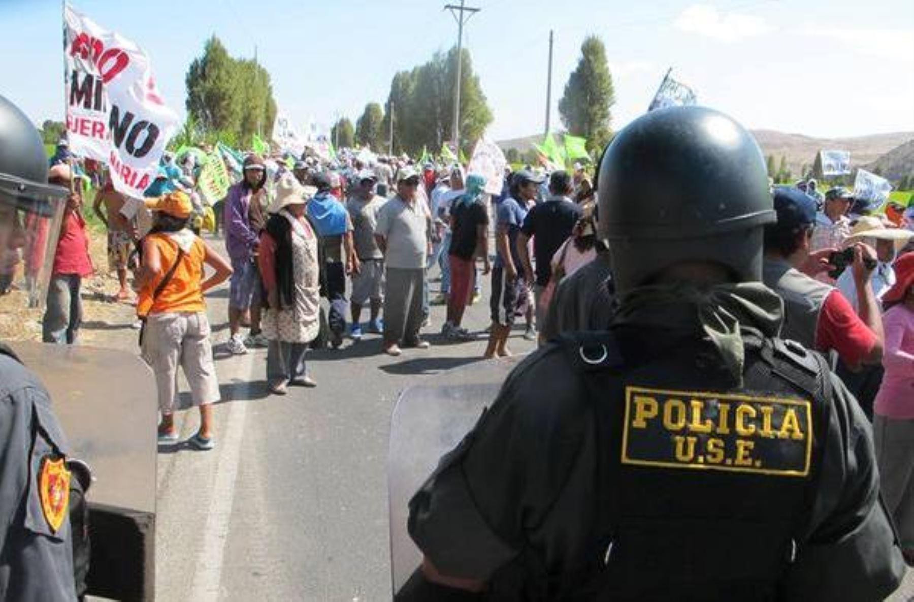 Las protestas violentas en Islay causaron la suspensión de las labores escolares en la zona. INTERNET/Medios