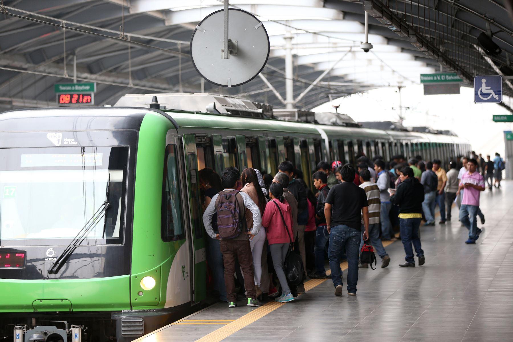 LIMA,PERÚ-MAYO 19.La LÍNEA 1 del Metro de Lima presenta el Plan de Seguridad para el ingreso de pasajeros a sus estaciones, con la finalidad de garantizar la seguridad en el acceso de pasajeros, las mismas que entrarán en funcionamiento en sus 26 estaciones del sistema de transporte.Foto: ANDINA/Norman Córdova