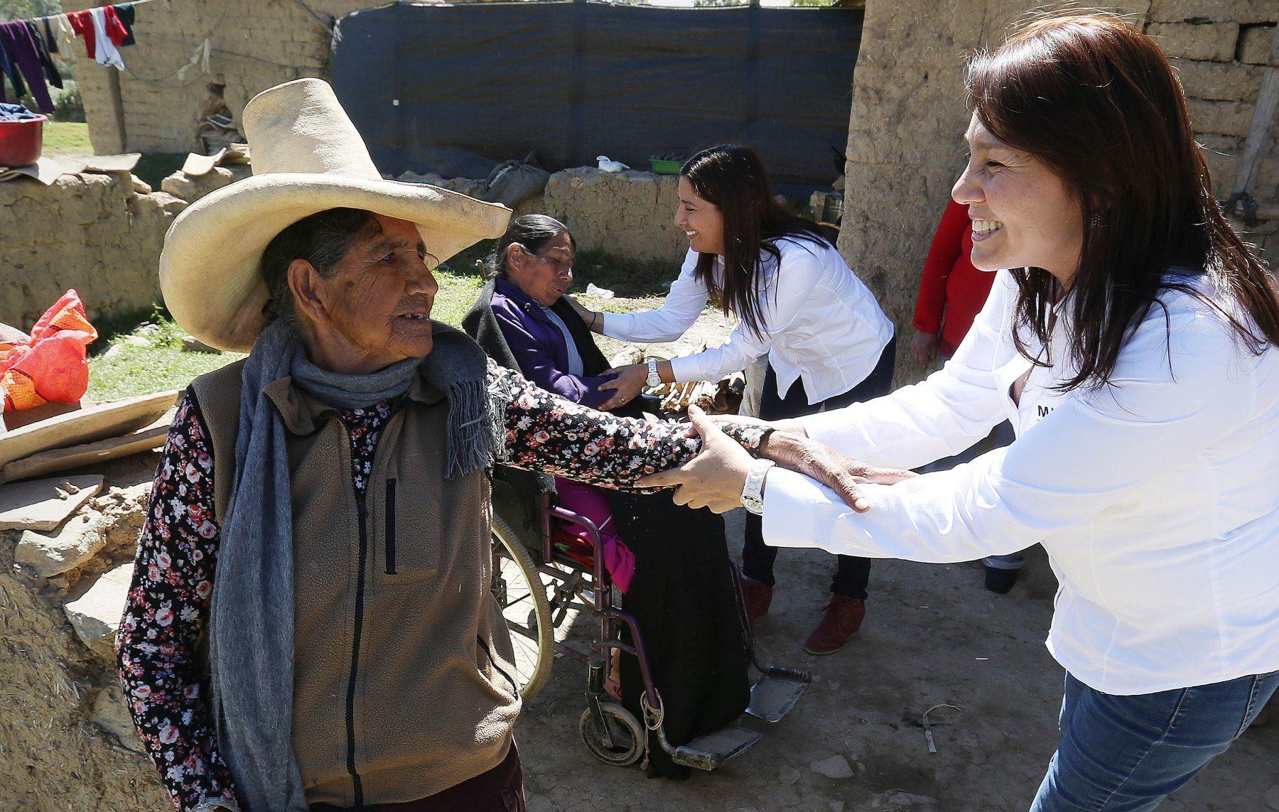 Titular del Midis, Paola Bustamante, visitó a usuarios de diversos programas sociales de la región Cajamarca.