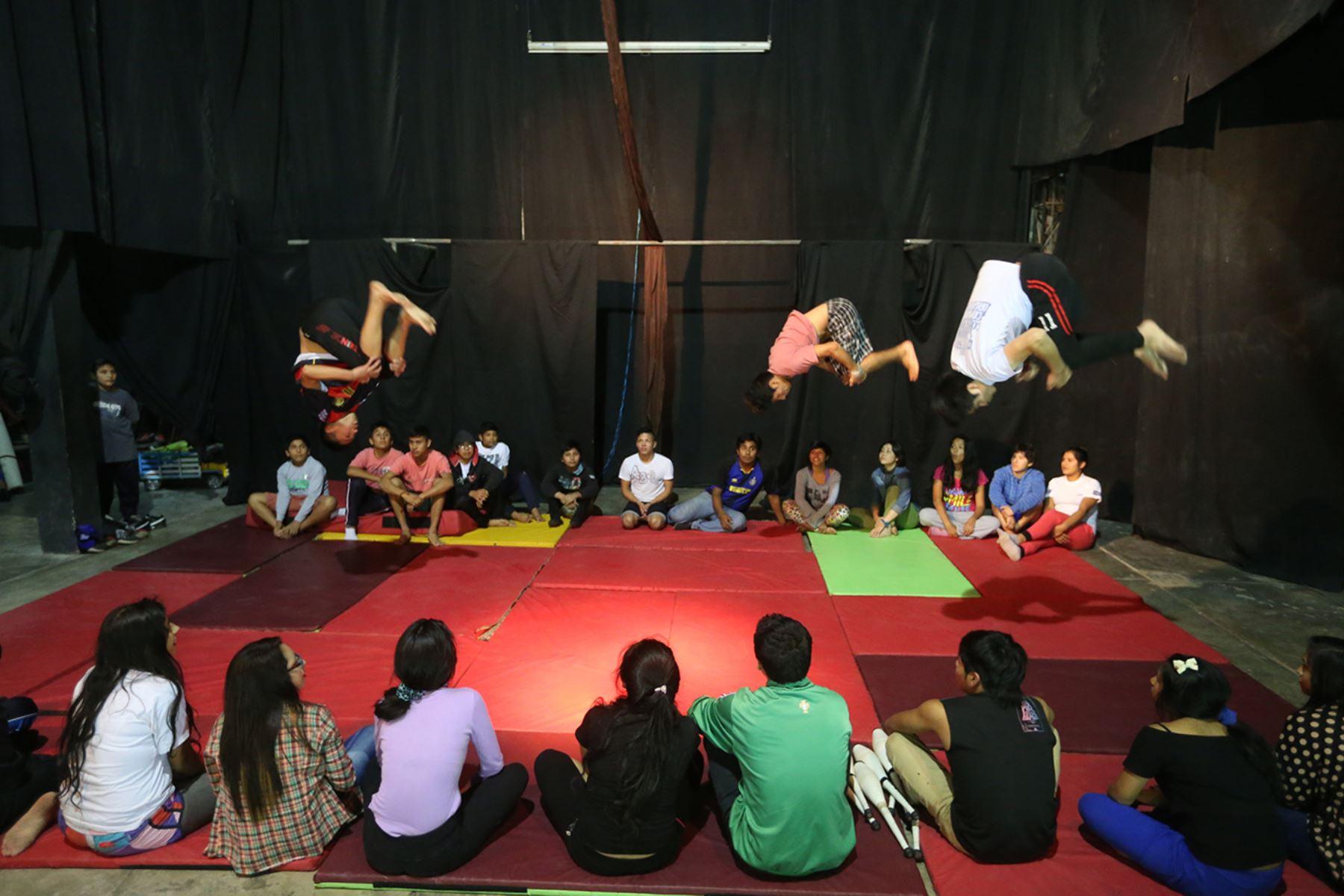 Proeza autogestionaria : La década del Festival del Circo Social en ...