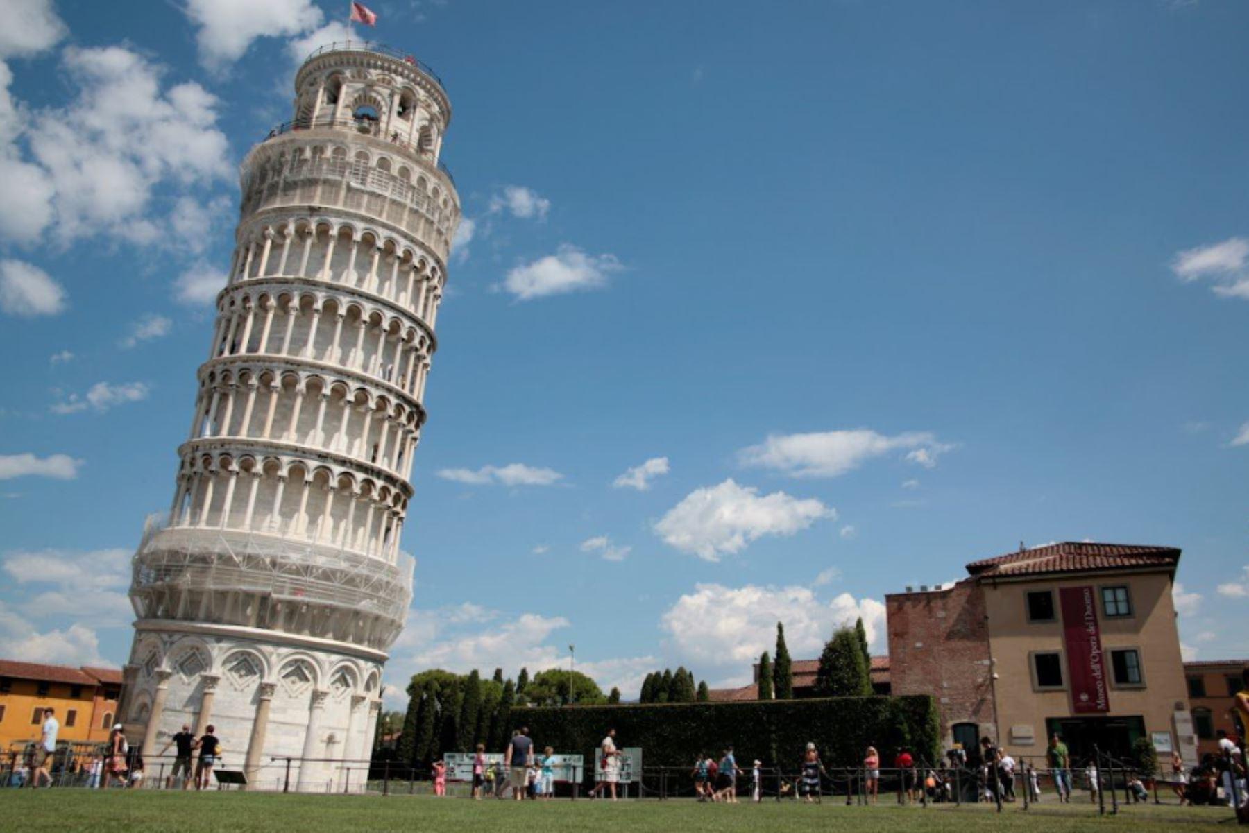 foto de Un día como hoy comienza construcción de la torre