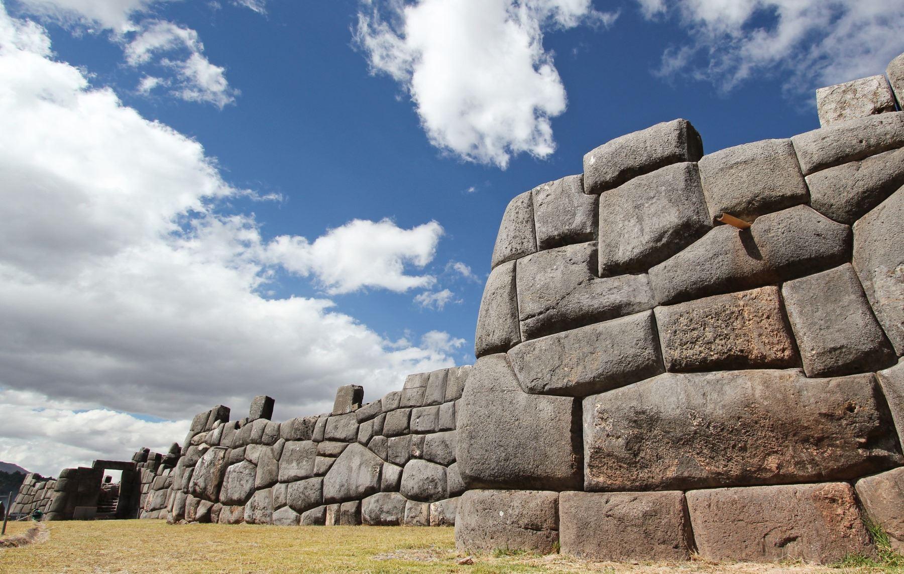 El Ministerio de Cultura creó una comisión sectorial de naturaleza temporal encargada de formular y hacer seguimiento a la estrategia del Estado Peruano para afrontar y superar los potenciales impactos negativos a los valores patrimoniales que sustentan el Valor Universal Excepcional del Centro Histórico del Cusco declarado por la Unesco. ANDINA/Difusión