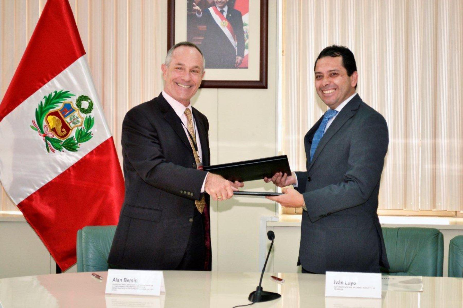 Peru y EE.UU intercambiarán información para enfrentar lavado de activos  Grabar y Cerrar