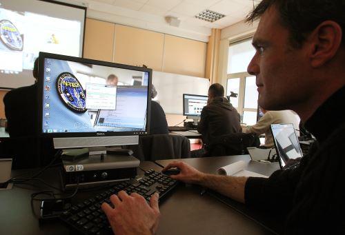 Desafío de hackers en Lima. Foto: AFP