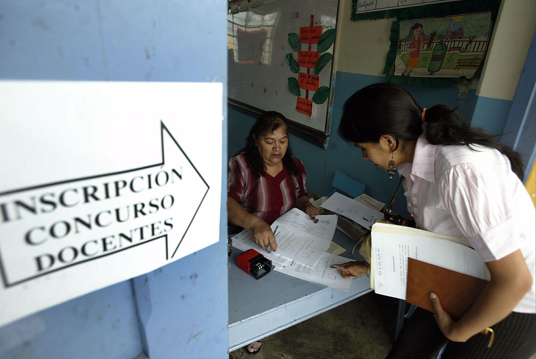 Inscripción de profesores para concurso docente. Foto: Andina/Archivo.