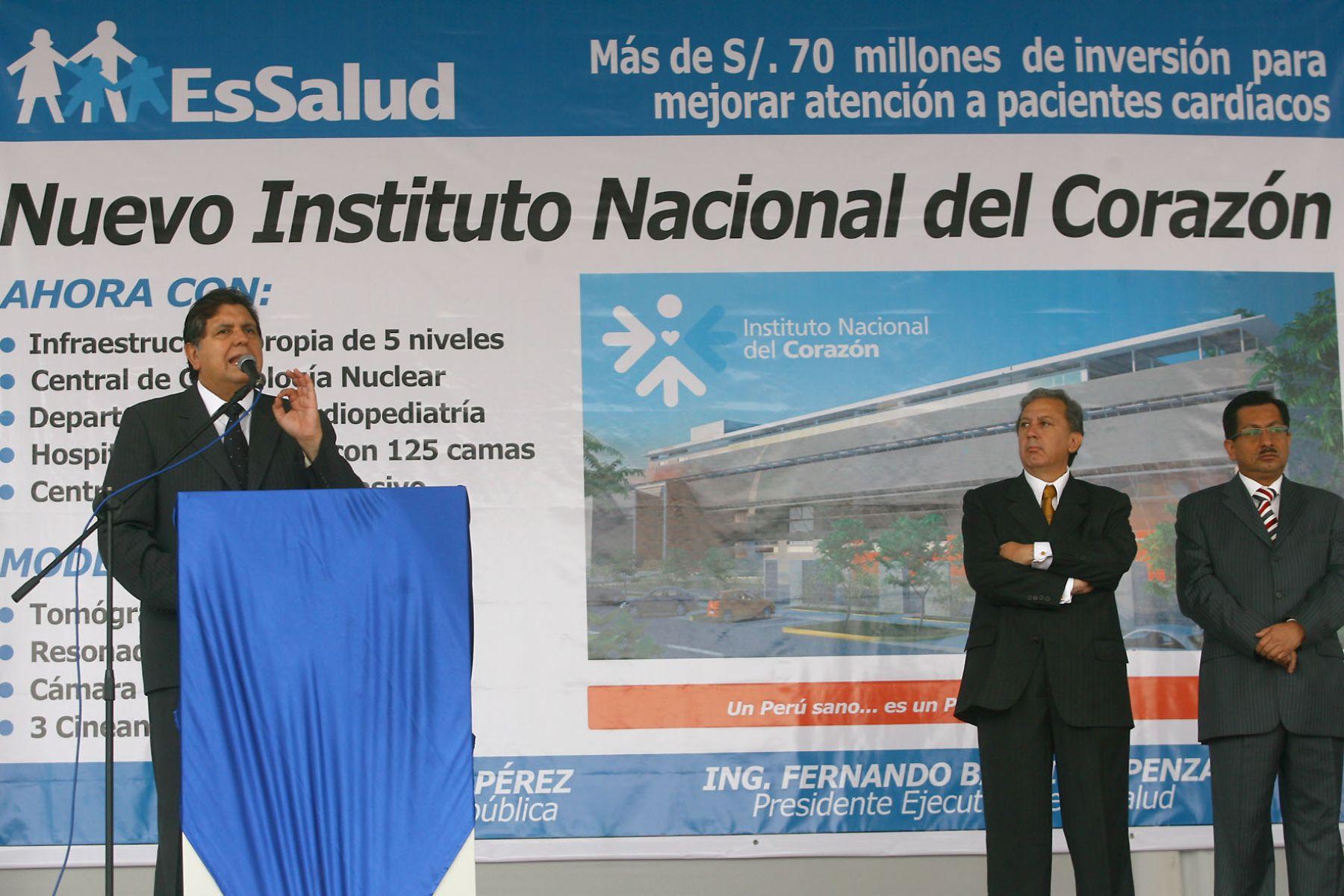 El Jefe de Estado, Alan García, asiste a ceremonia de colocación de primera piedra del Instituto Nacional del Corazón (INCOR).Foto:SEPRES/OscarFarje Gomero.