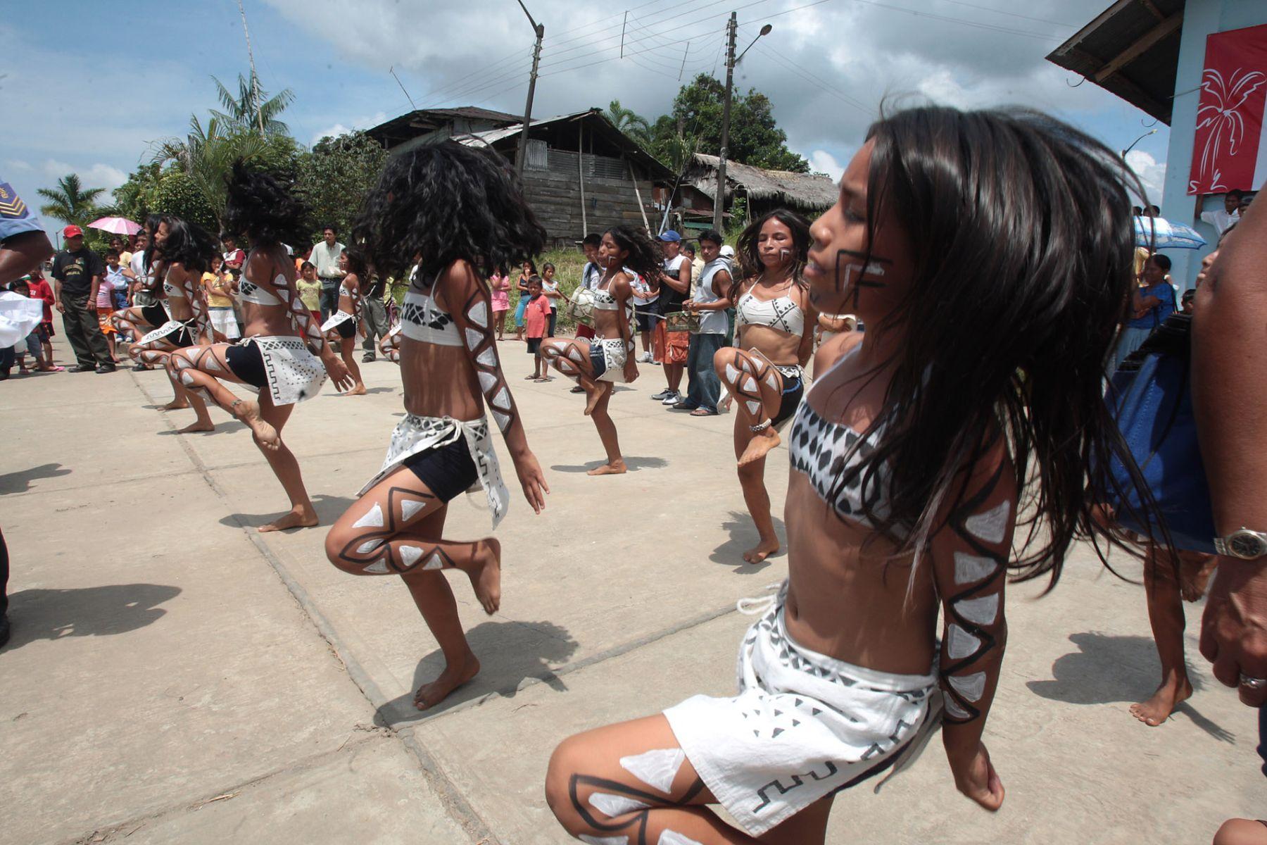 Los delegados del APEC disfrutaron de bailes típicos durante su visita al distrito de Indiana. Foto: ANDINA/ Piero Vargas