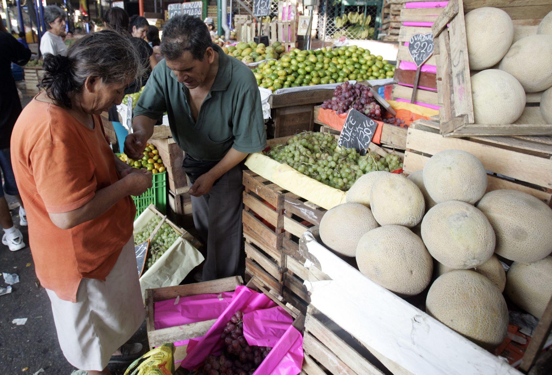 Movimiento comercial del Mercado de Frutas de La Victoria.Foto:ANDINA/Juan Carlos Guzmàn Negrini.