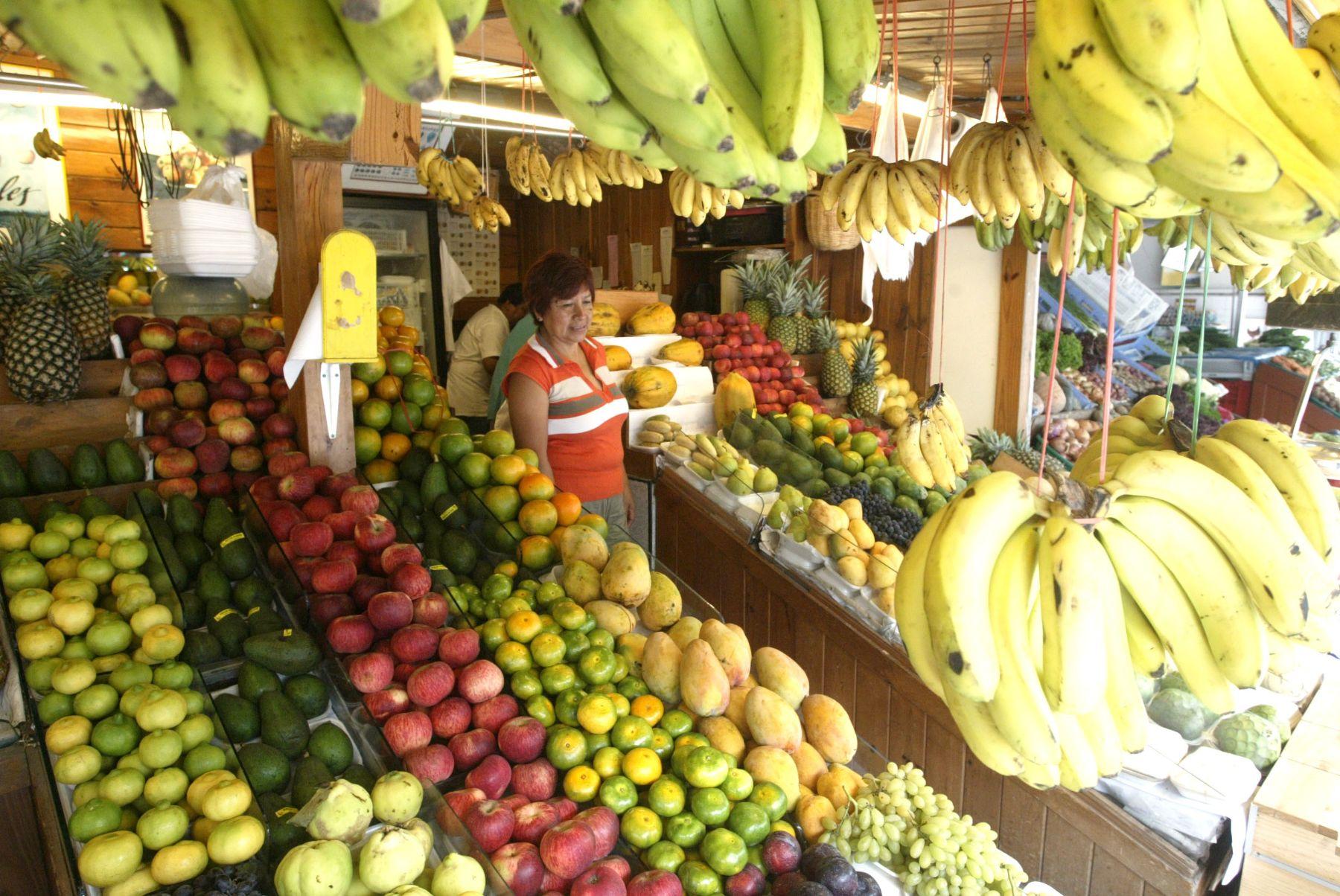 Precios de diversas frutas bajaron en Mercado Mayorista de la avenida Arriola Foto: ANDINA/ Archivo