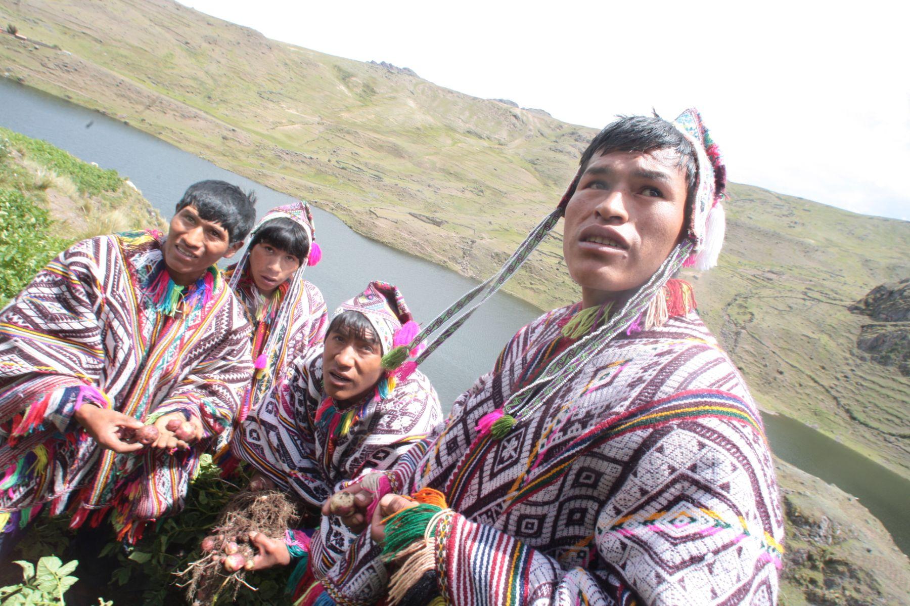 Delegación indígena de Cusco participará de Encuentro con Papa Francisco en Puerto Maldonado. ANDINA/Carlos Lezama