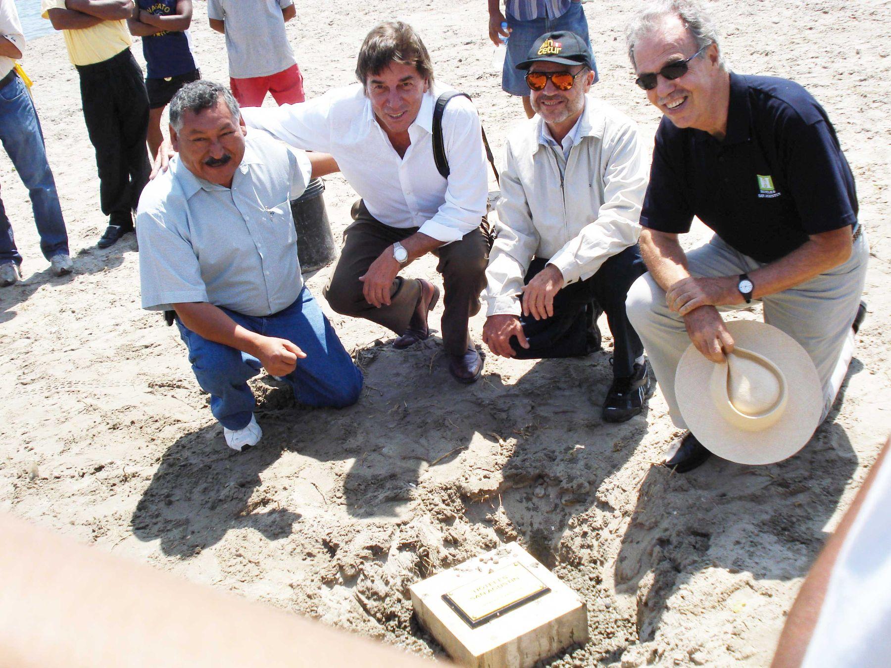 Colocación de la primera piedra del Hotel Resort San Agustín Paracas, ubicado en El Chaco La Puntilla en Paracas (Ica) . Foto: Cortesía Hoteles San Agustín.