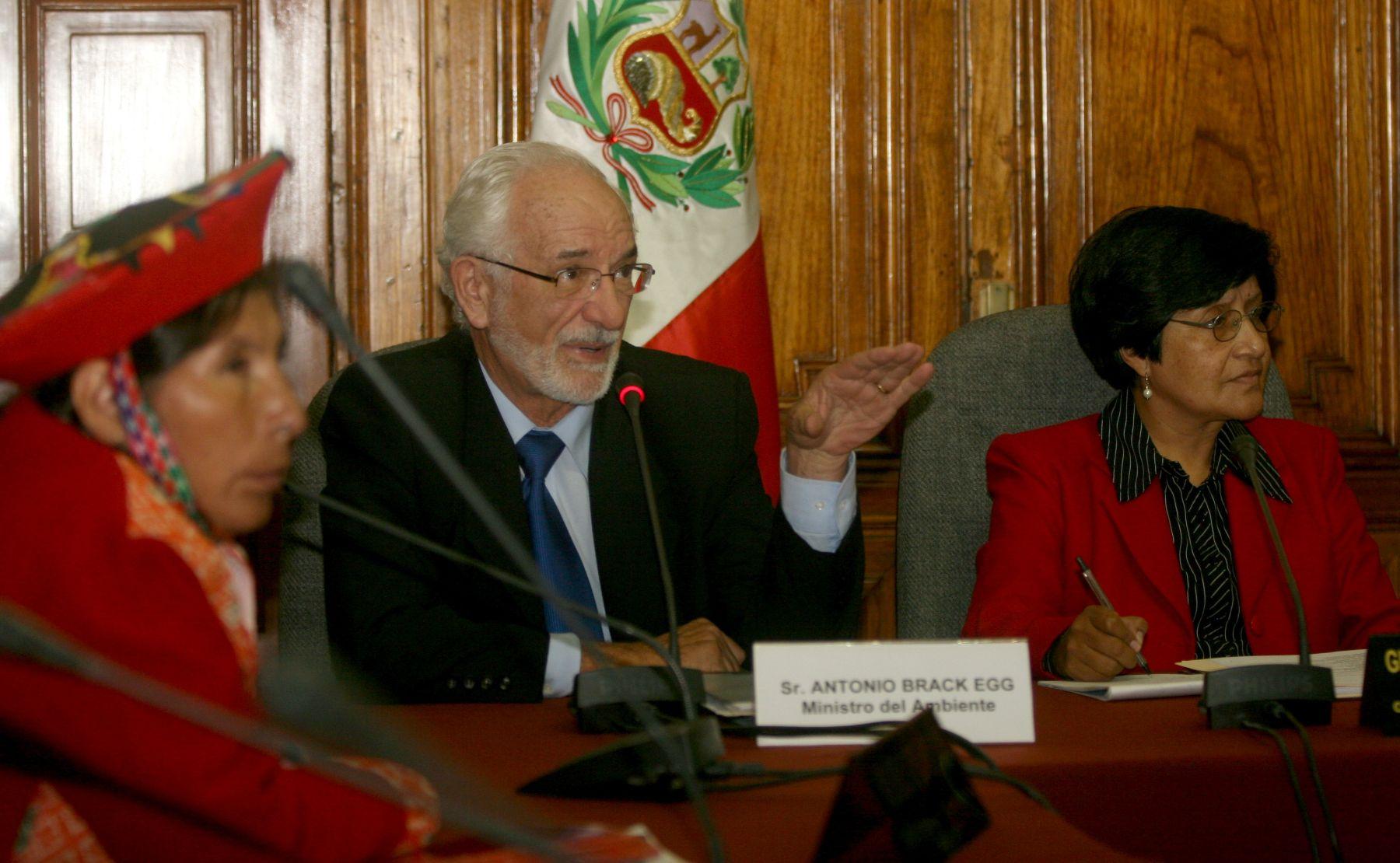 Flamante ministro del Ambiente, Antonio Brack, informando sobre su portafolio en el Congreso de la República. Foto: ANDINA/Jorge Paz H.