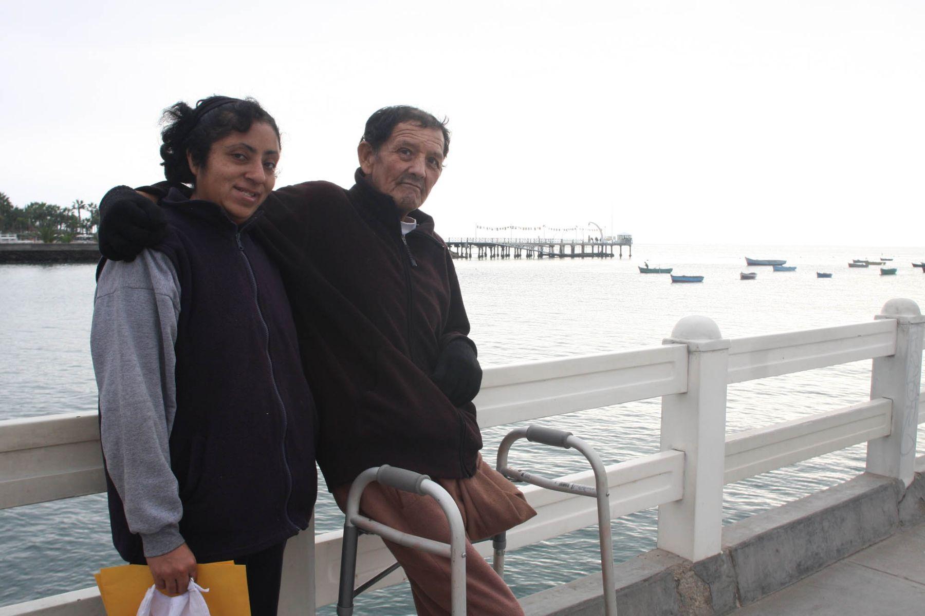 Jorge Luis Casafranca Valer agradeció pierna ortopédica otorgada por ministro de la Producción. Foto: Andina/Produce.