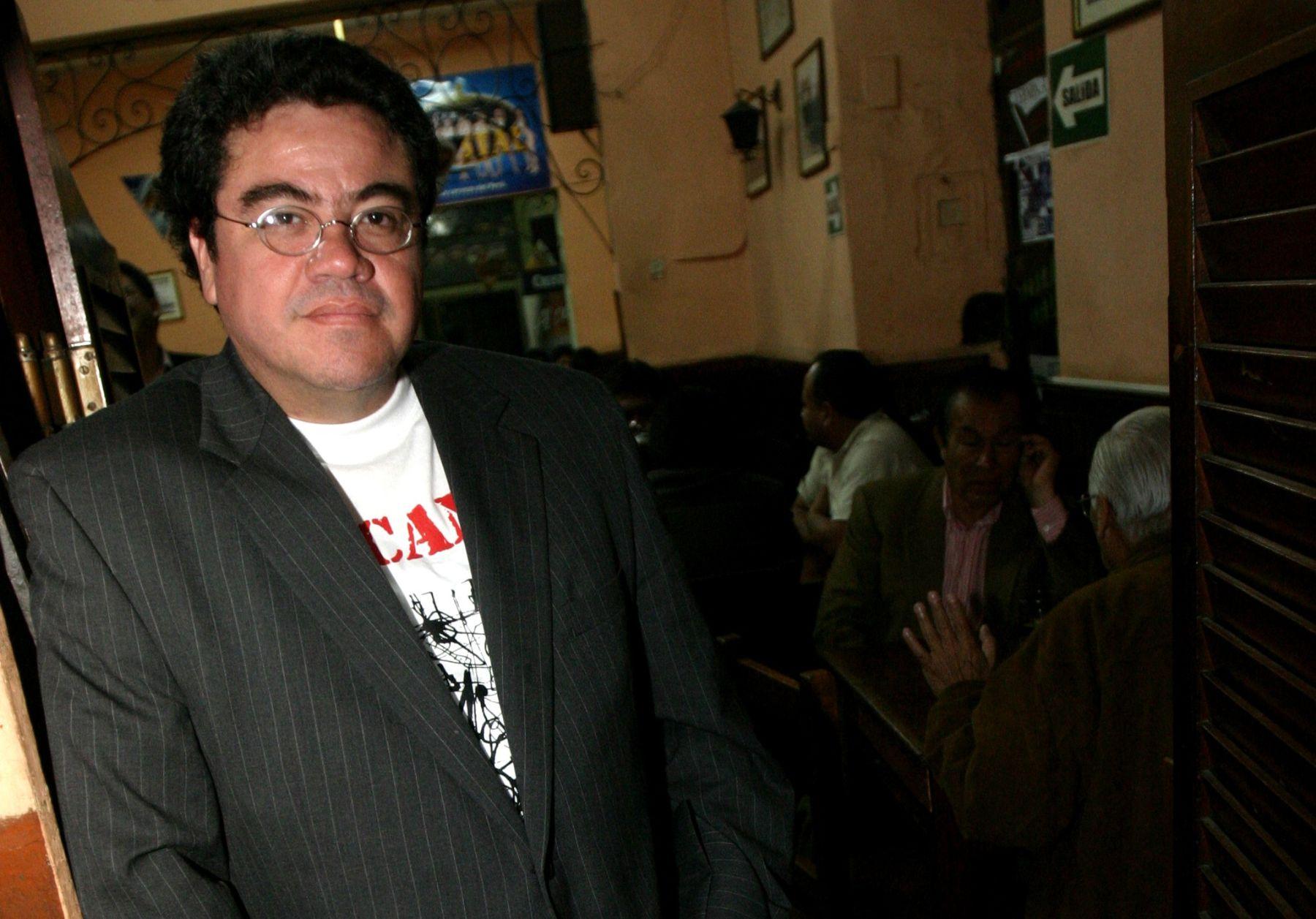 Róger Santiváñez