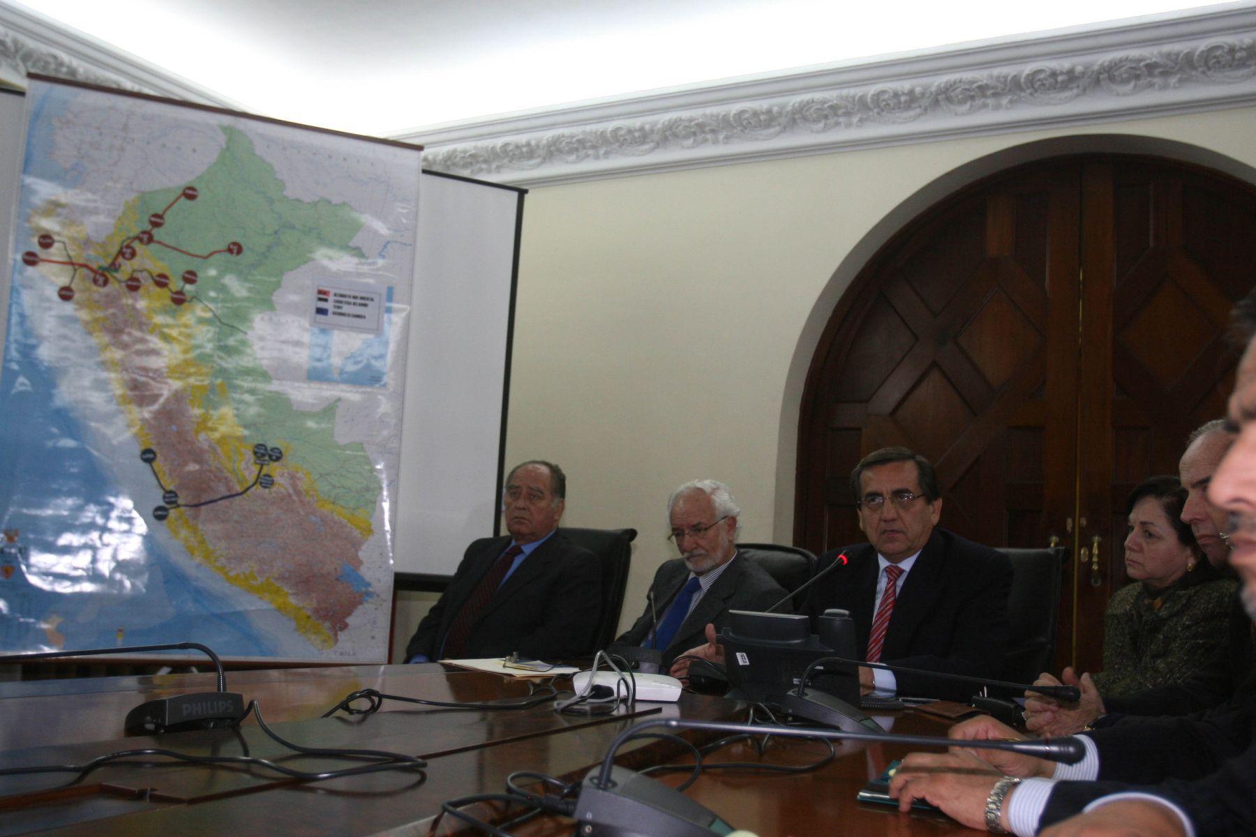 Conferencia de prensa del jefe del Gabinete, Jorge del Castillo, y los Ministros de Justicia, Defensa, Agricultura y Ambiente. Foto: ANDINA/ Vidal Tarqui