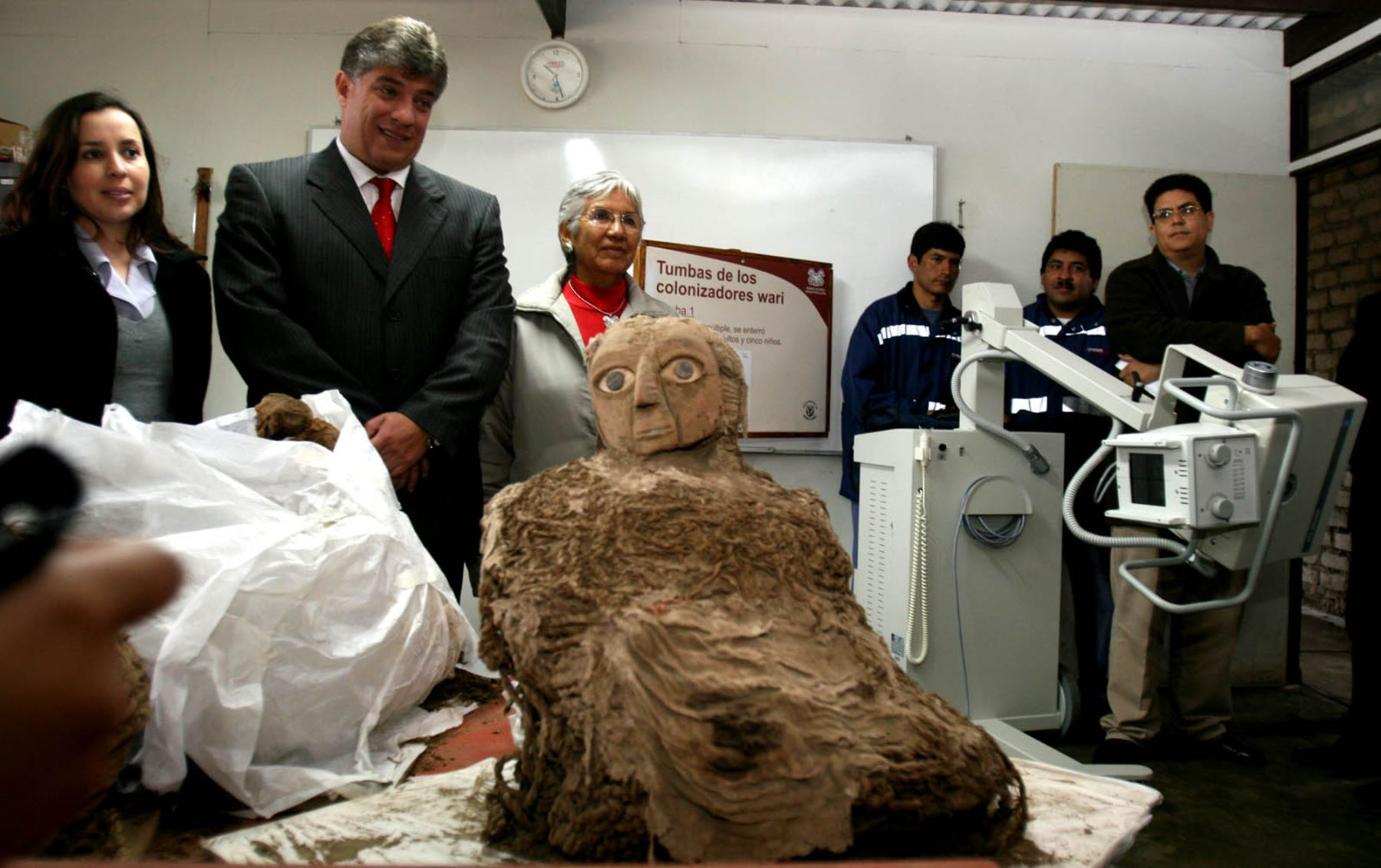 """The archaeological team dubbed one mummy """"the lady of the mask"""" for its mask painted with strikingly large, blue eyes. Photo: ANDINA / Jorge Paz."""