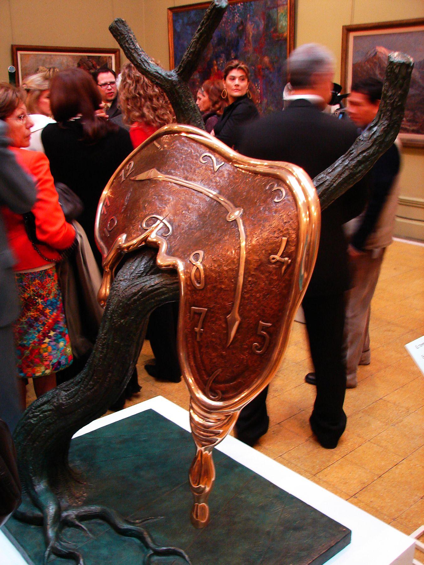 Reloj plegable de Dalí.  Foto: ANDINA / Giancarlo Stagnaro.