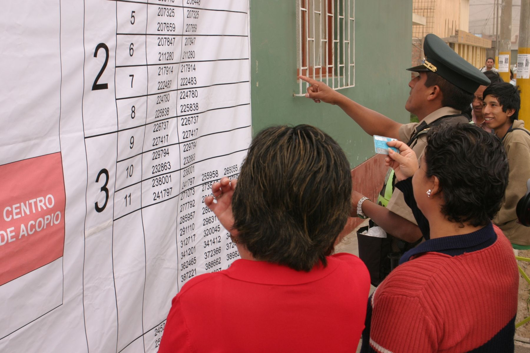 Revocatoria de autoridades en distrito limeño de Santa Rosa. Foto: ANDINA / Héctor Vinces.
