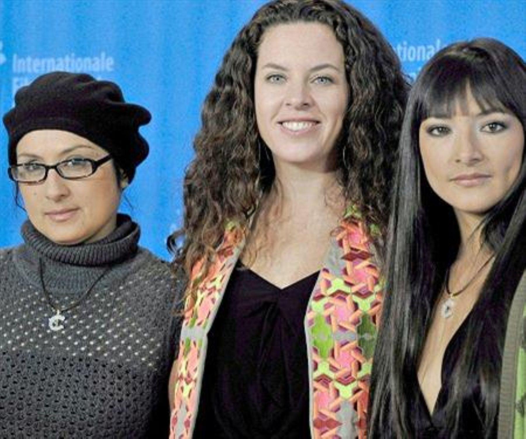 La directora del filme, Claudia Llosa, y la actriz Magali Solier en Berlín.