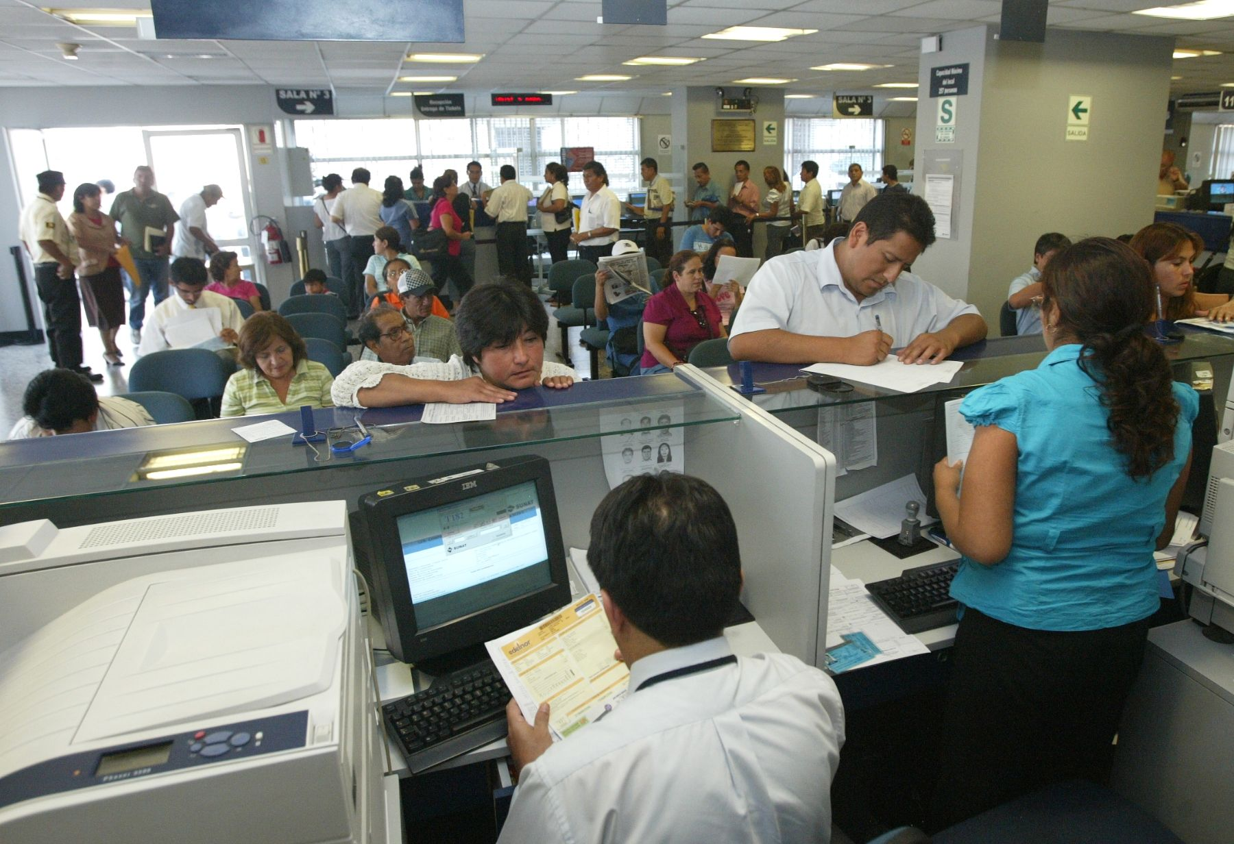 Ventanillas de atención al cliente en bancos.Foto:  ANDINA/archivo.
