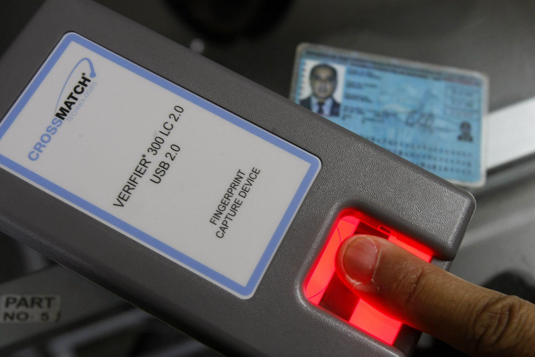 Sistema biométrico de huellas dactilares implementado en notarías de Lima