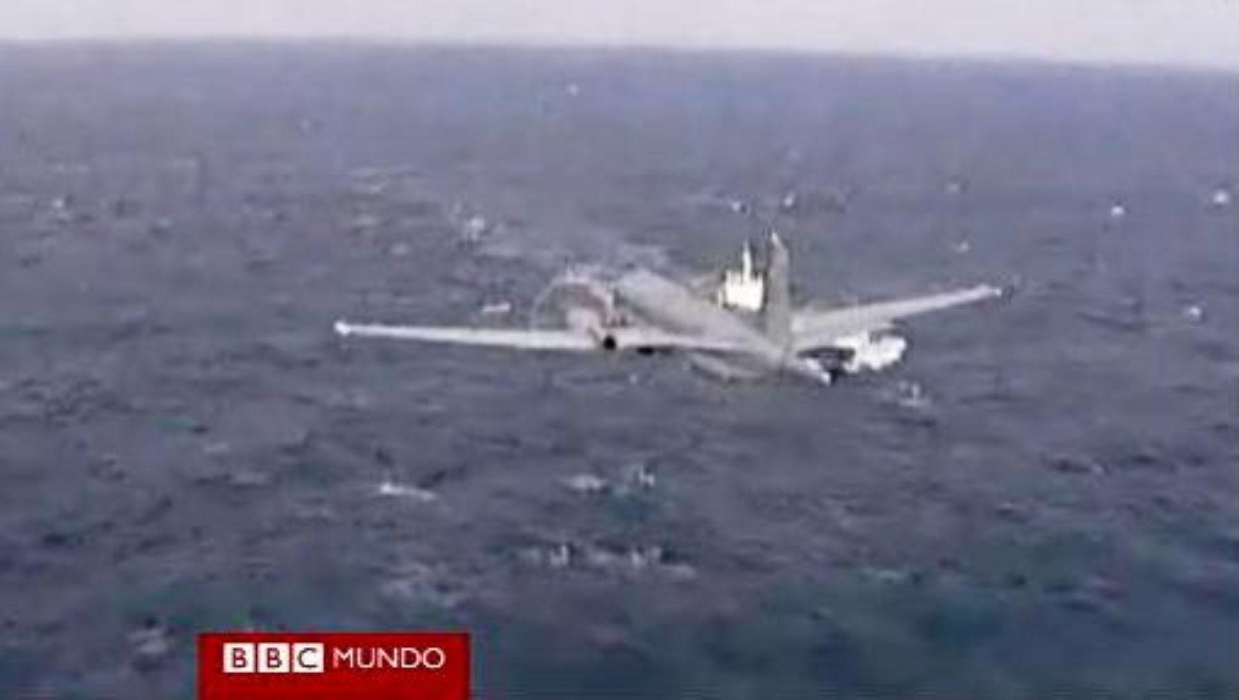 Avión brasileño rastreo restos de avión de Air France en el mar.