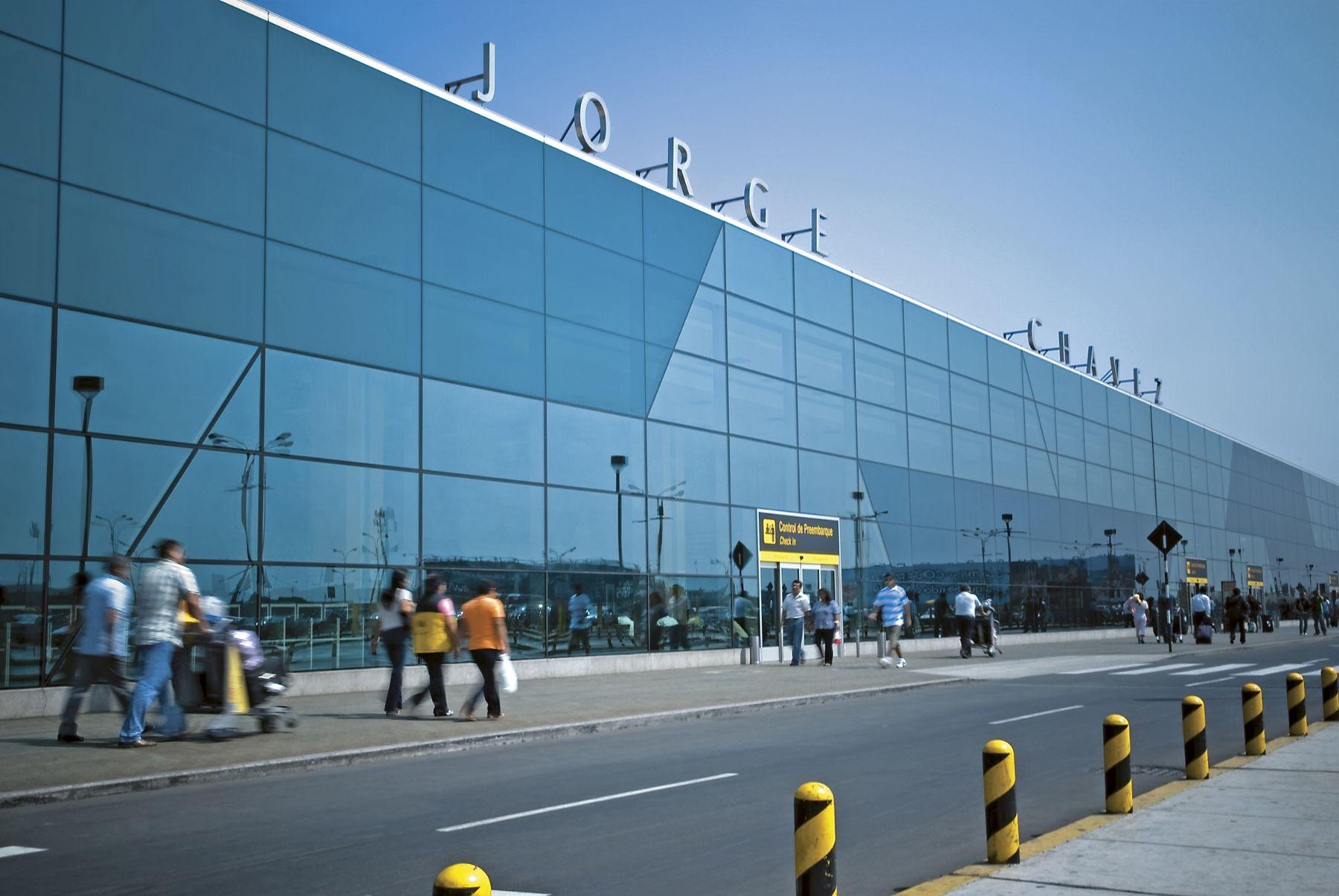 Fachada del aeropuerto internacional Jorge Chávez.