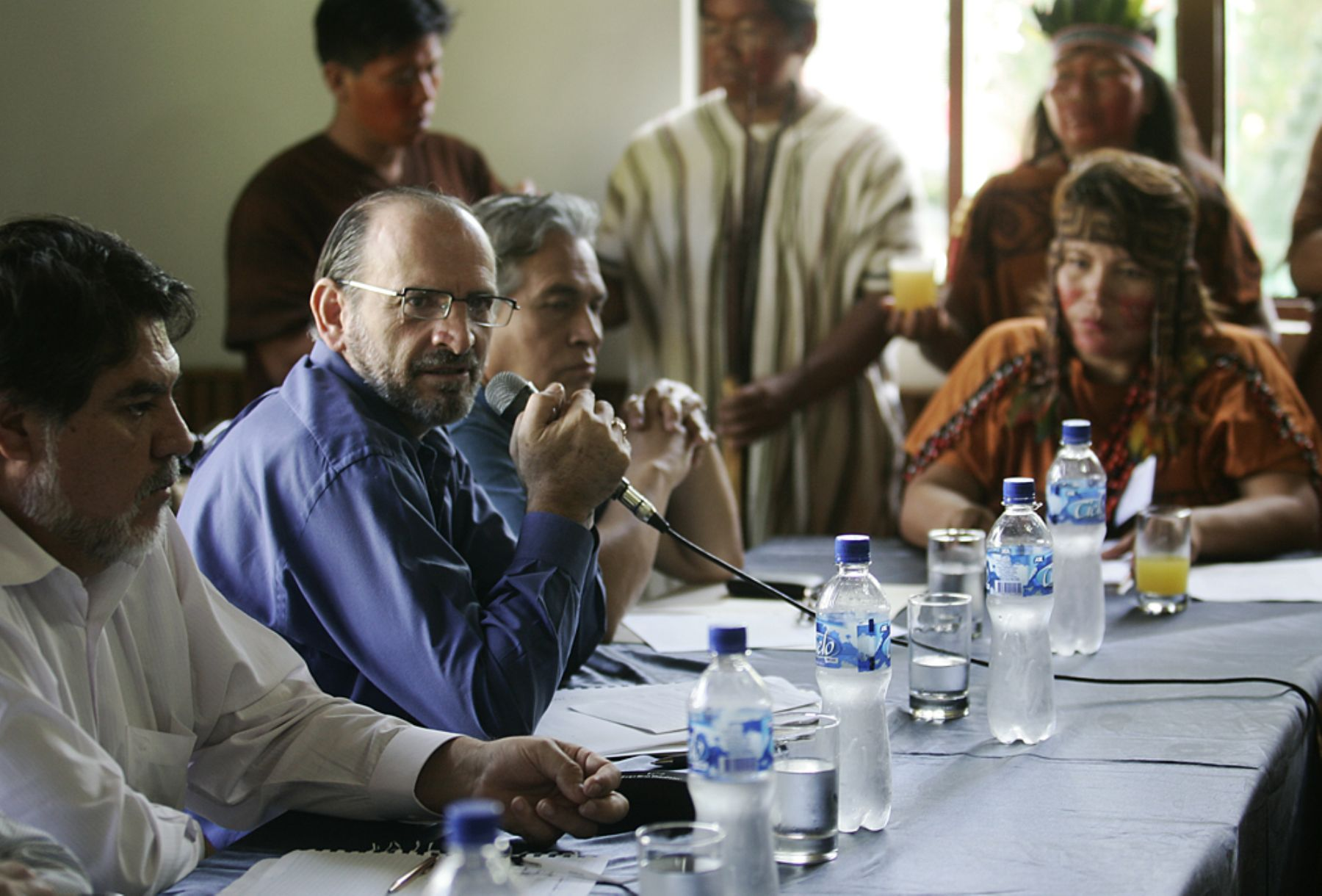 Primer Ministro, Yehude Simon y parte de su gabinete se reúne con líderes nativos de la selva central en San Ramon, Junín. Foto: ANDINA / Rafael Cornejo