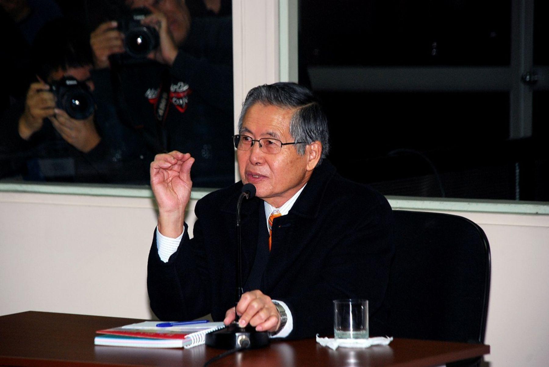 """Alberto Fujimori, a través de sus redes sociales, respaldó a su hijo Kenji Fujimori. Dijo que los sancionaron por buscar su libertar y que """"los infraternos son otros"""". Foto: ANDINA / PJ."""