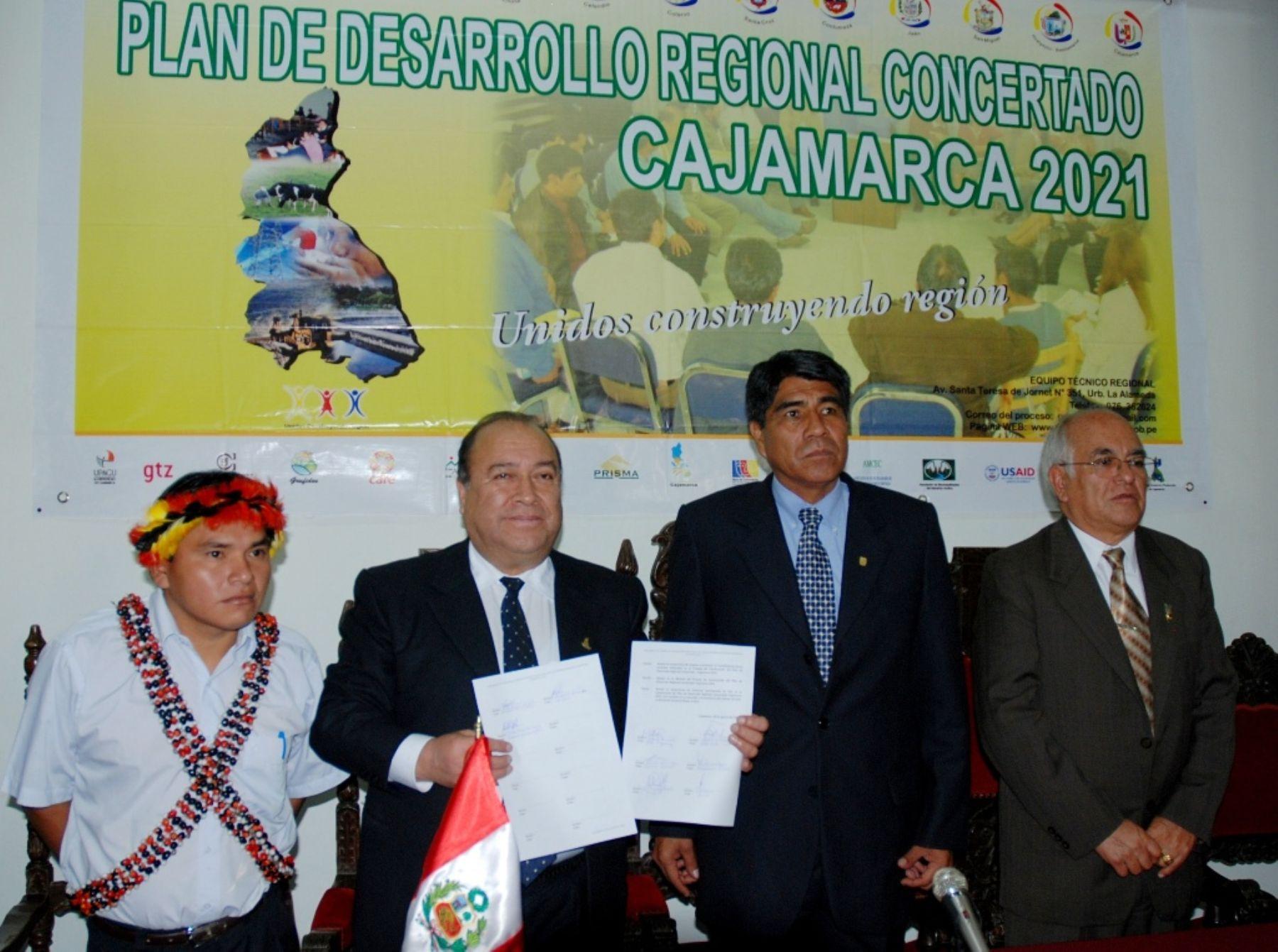 El presidente regional de Cajamarca, Jesús Coronel Salirrosas, presentó hoy Plan de Desarrollo Regional Concertado 2021. Foto: ANDINA / Eduard Lozano.
