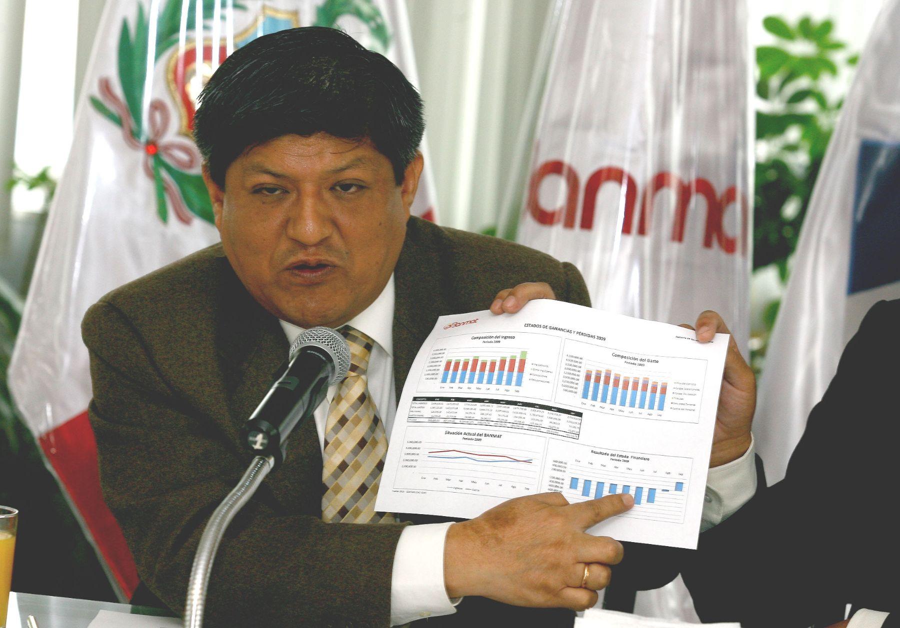Gerente del Banco de Materiales, Víctor Raúl Espinoza, en conferencia de prensa. Foto: ANDINA/Víctor Palomino.